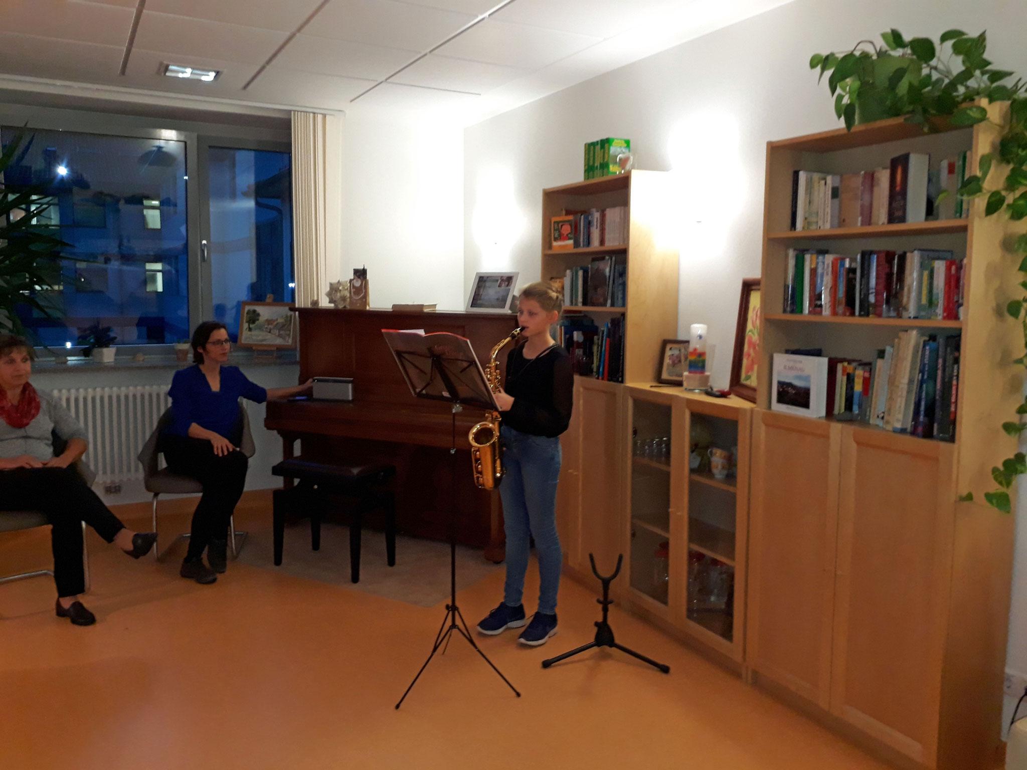 Musikalische Eröffnung durch Dorothee Amberg (Saxophon)
