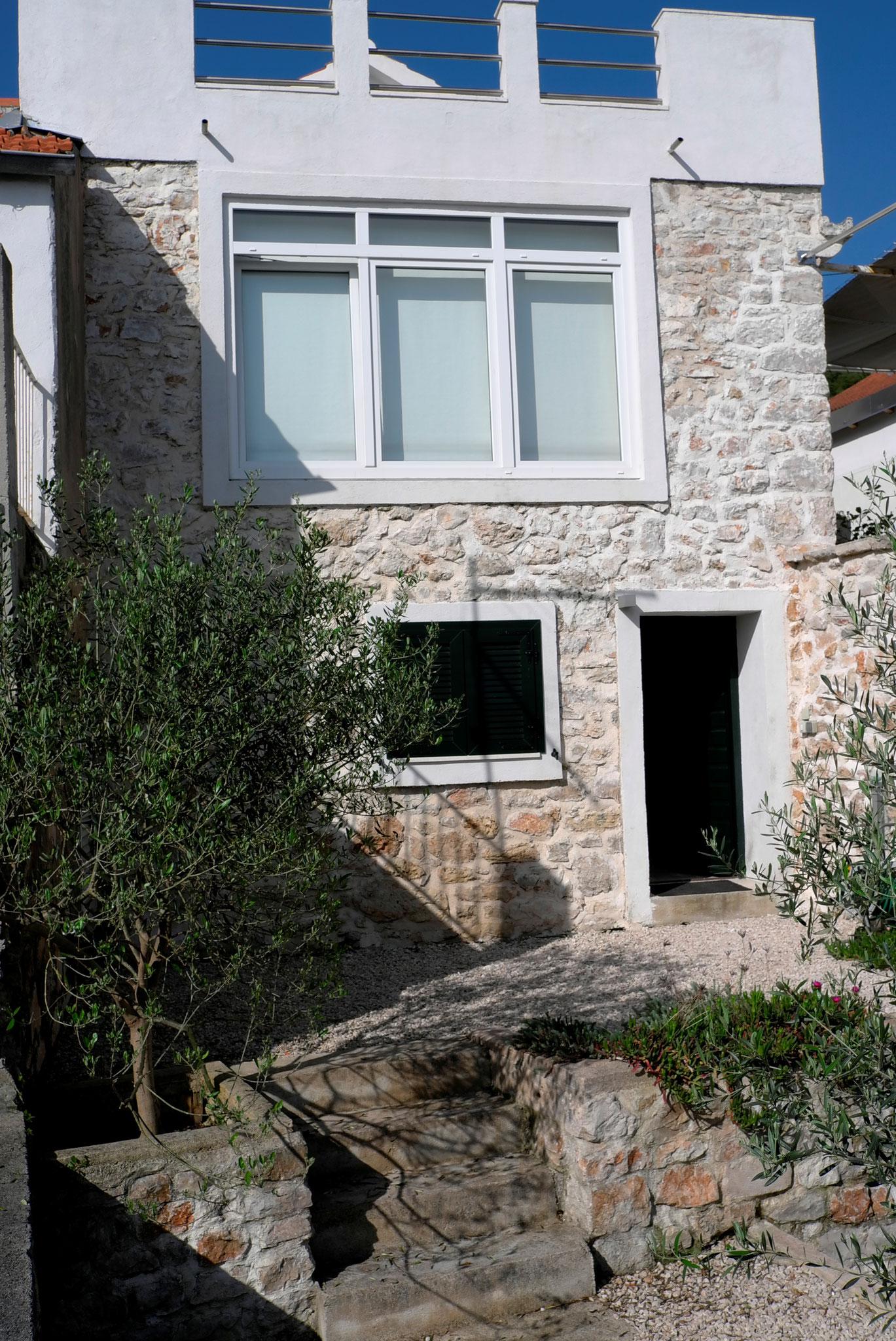 """Ansicht vom Haus """"Meerseite"""", Fenster Wohnzimmer"""