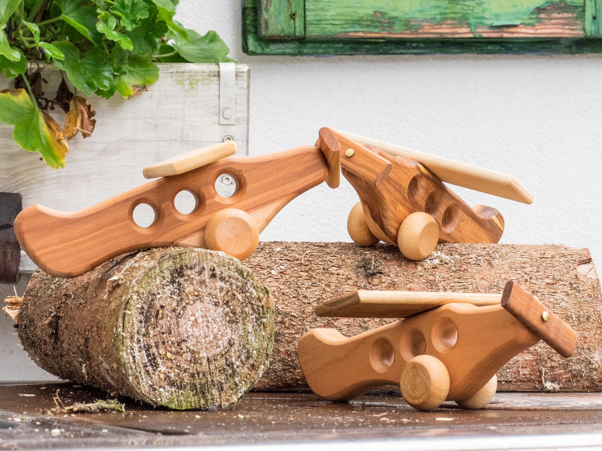 Spielzeug Flugzeug gefertigt aus österreichischen Hölzern