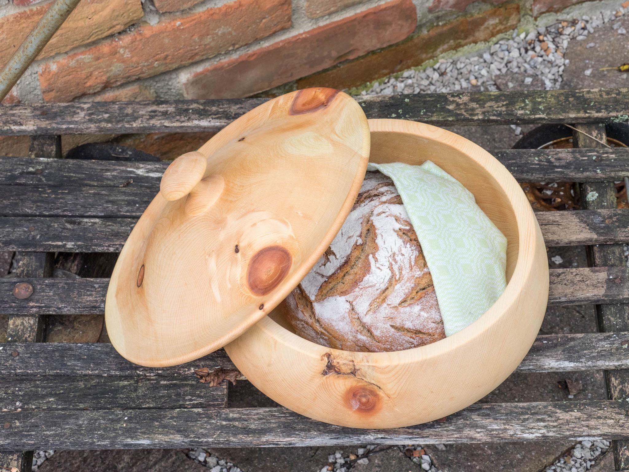 Der MANITA holz.liebe Tipp - Brot zusätzlich in einen Zwilch einwickeln