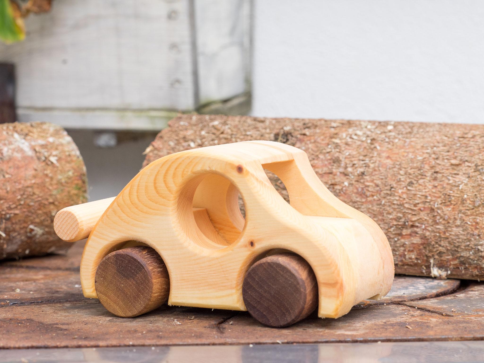 Spielzeugauto aus Zirbenholz