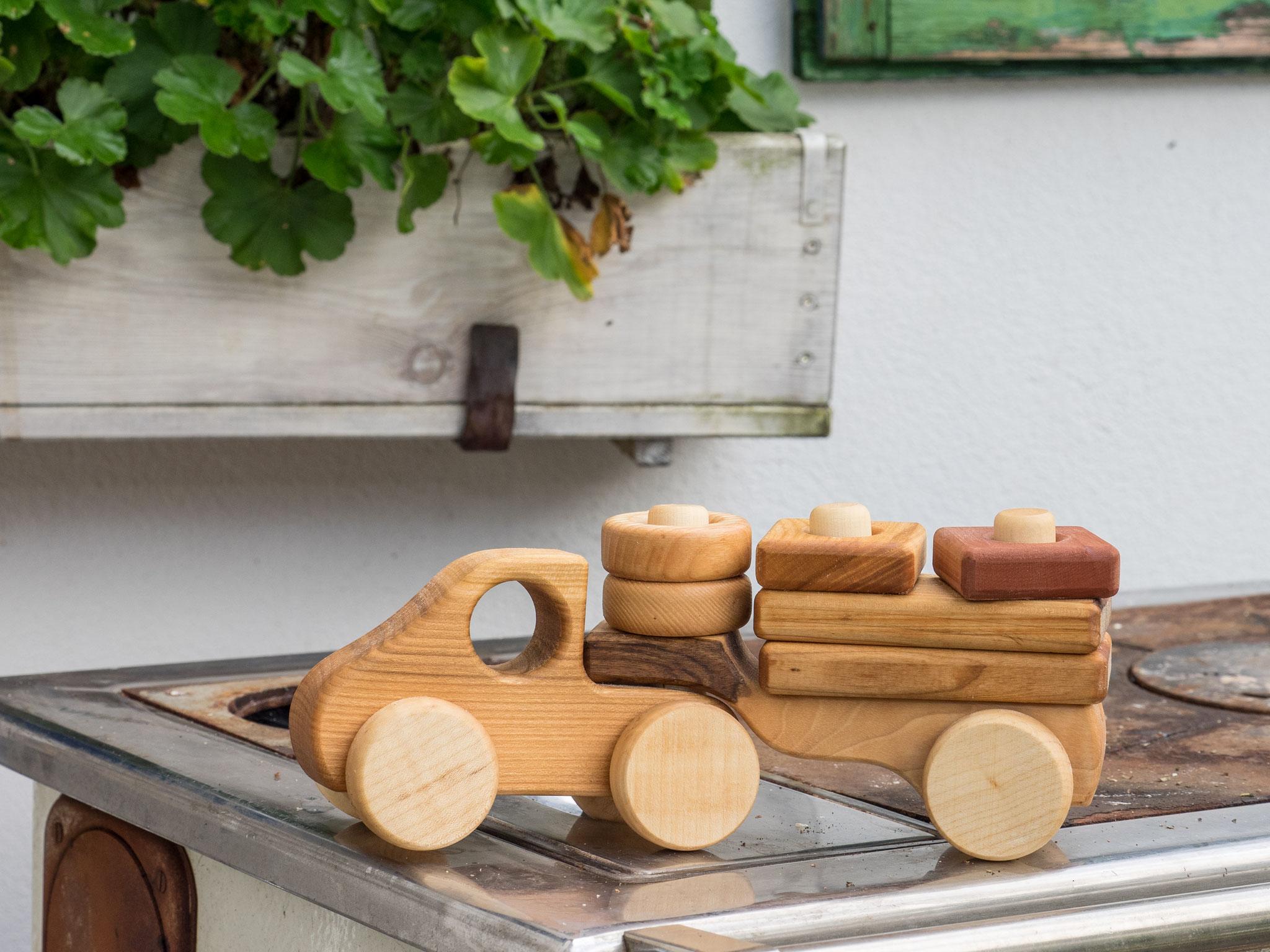 Holzlaster aus Holz
