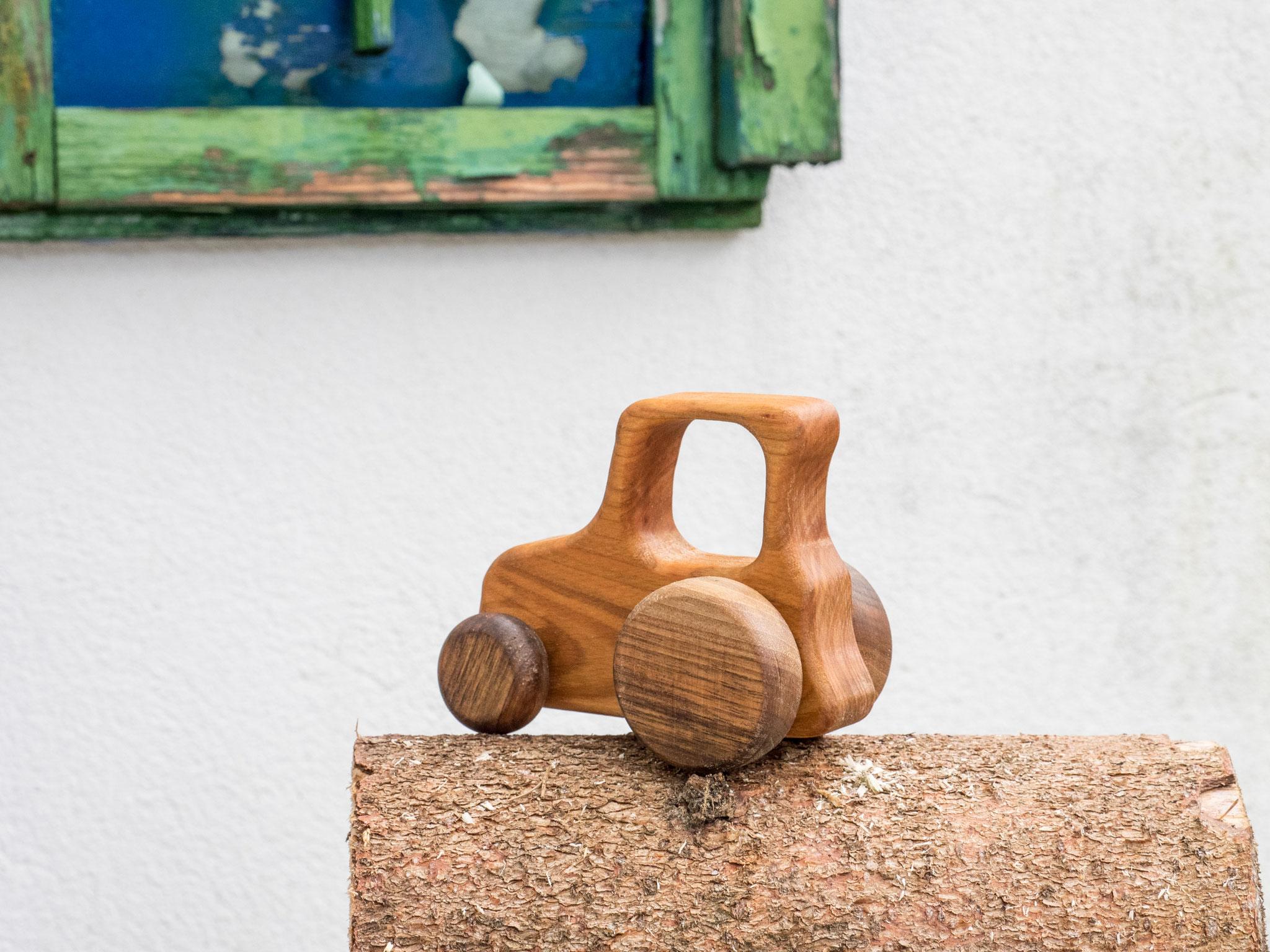 Kinderspieltraktor aus österreichischen Hölzern