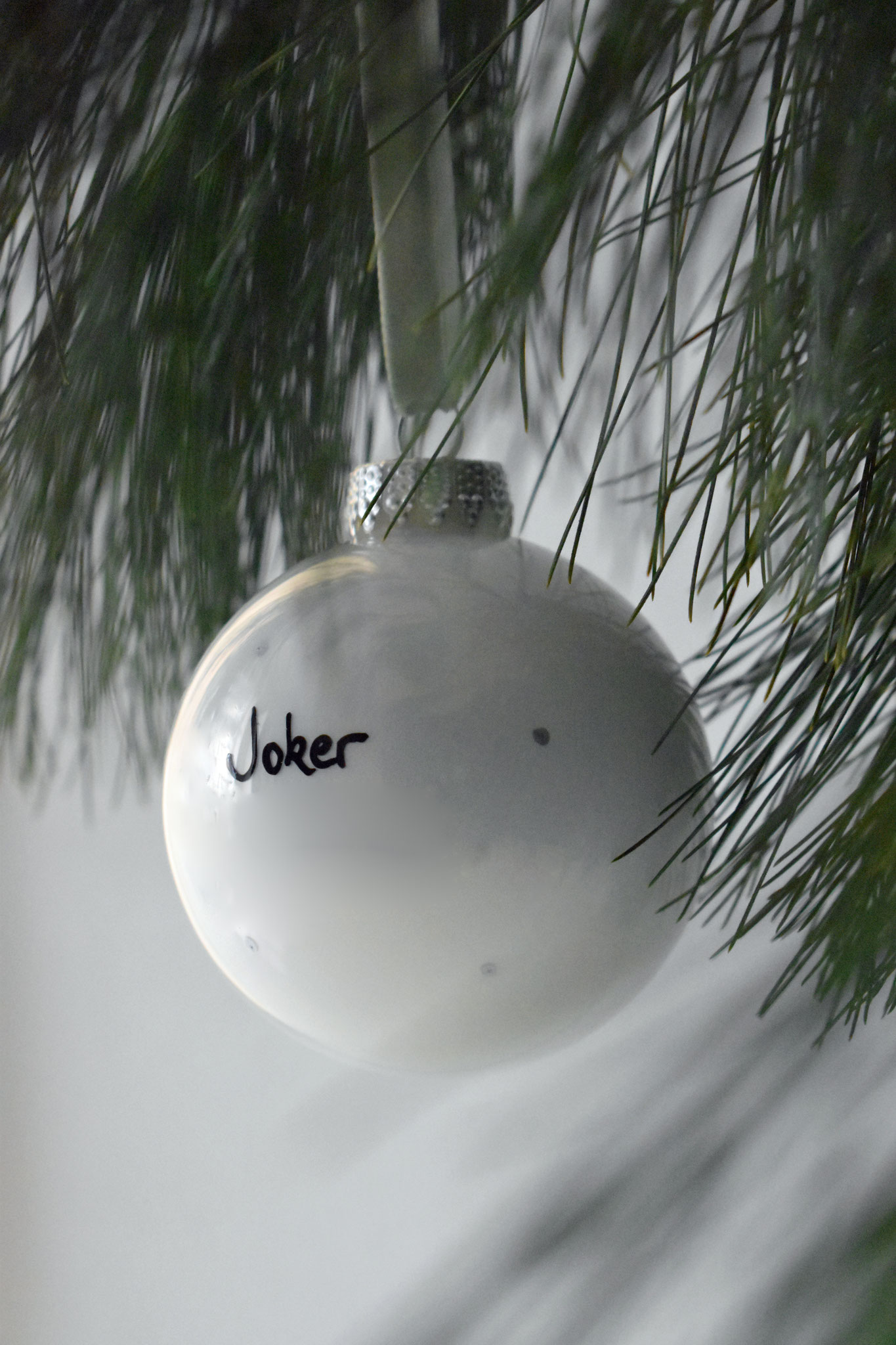 """Joker"" glass Christmas ornament, ∅ 8 cm 