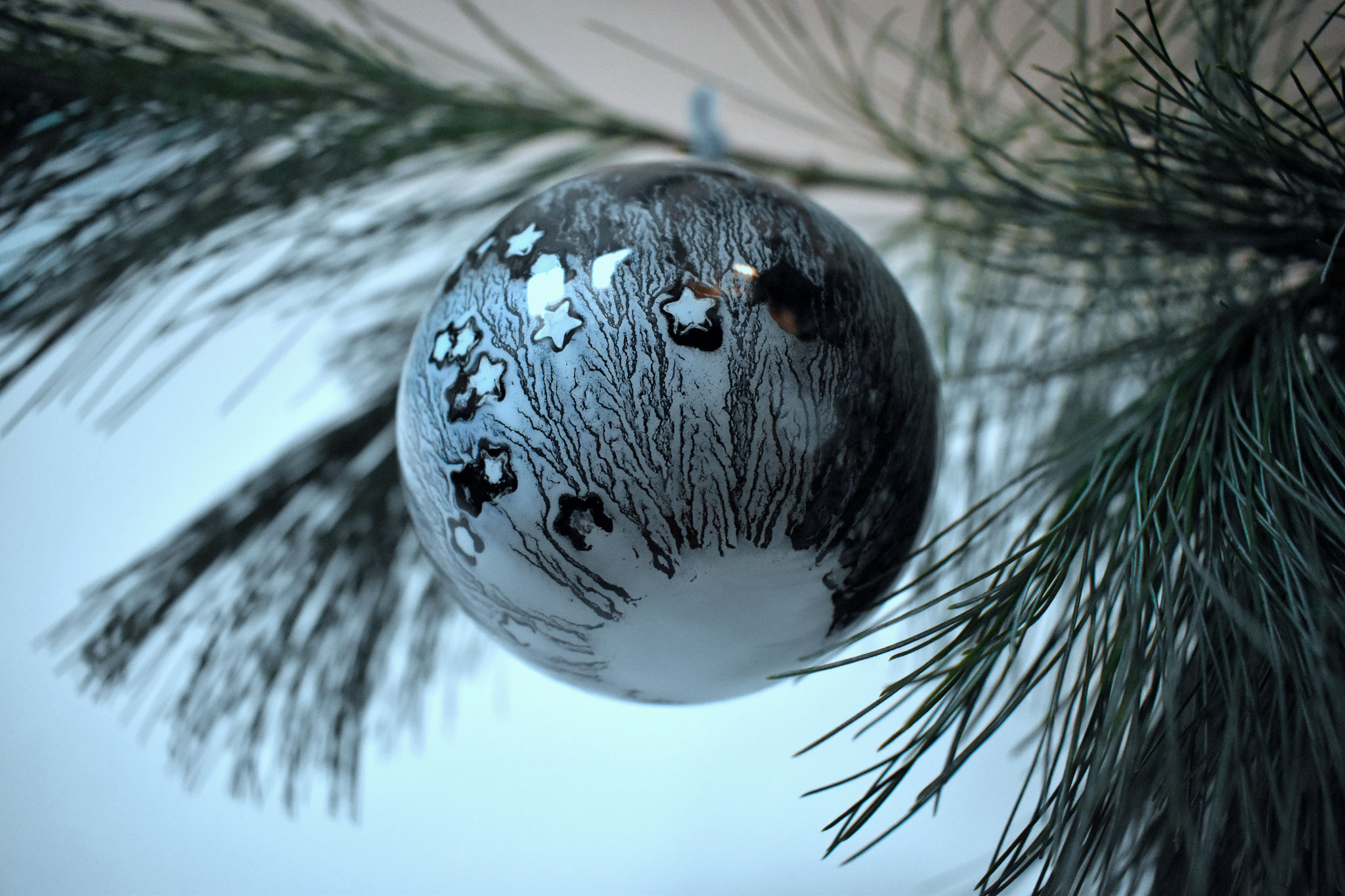 """Stellar"" glass Christmas ornament, ∅ 8 cm € 39.- SOLD"