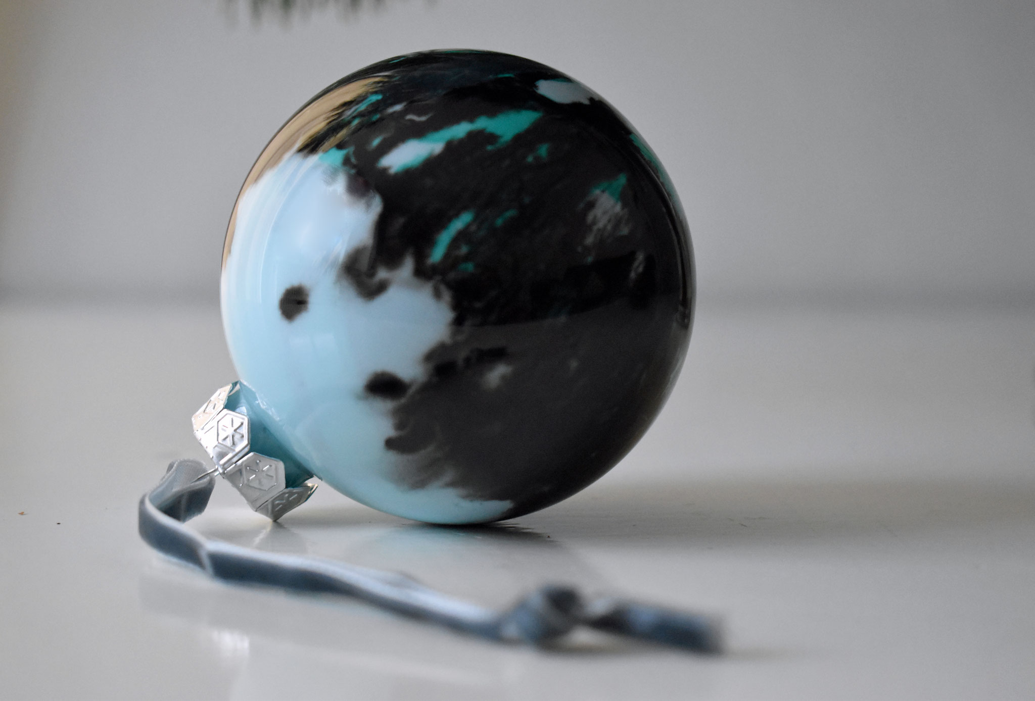 """Glacier"" glass Christmas ornament, ∅ 8 cm € 39.- SOLD"