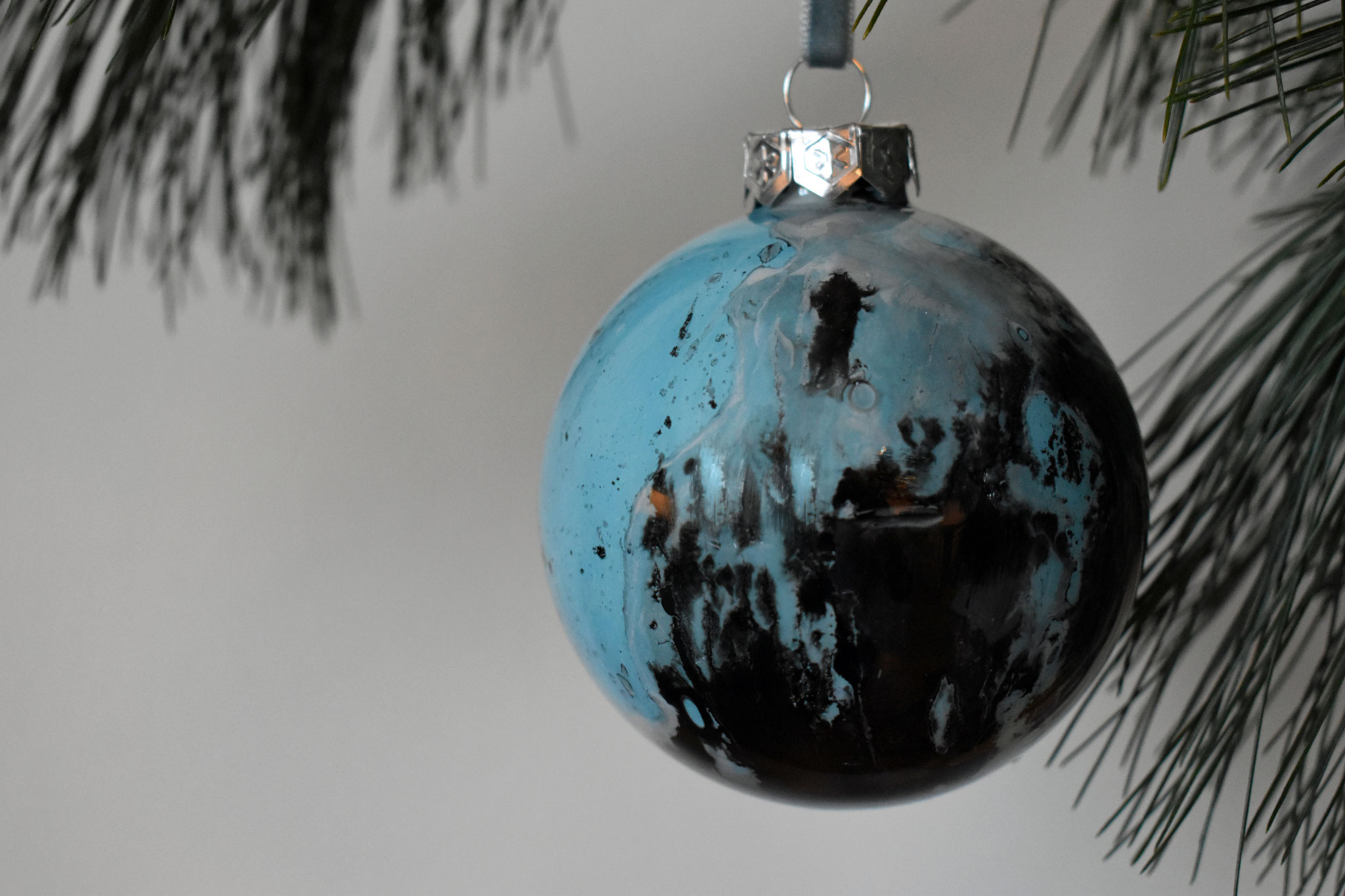 """Black Ice"" glass Christmas ornament, ∅ 8 cm NOW 19,50 (€ 39.-)"