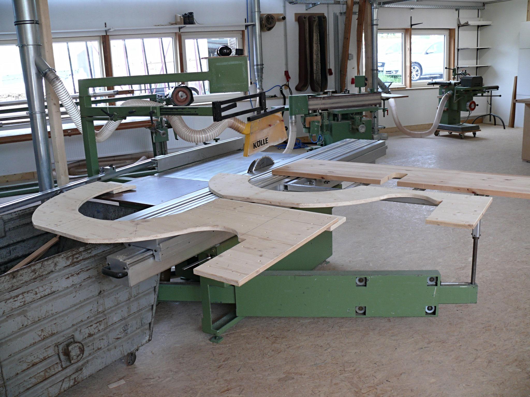 Eine Baumbank entsteht für die Linde von Mardec Holzdesign