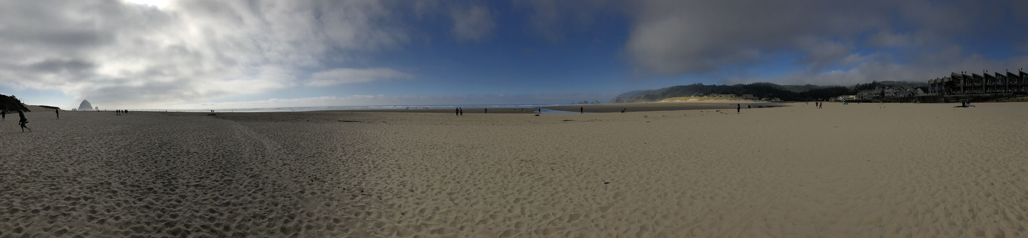 Cannon Beach a few hours later in sunshine, USA (October 2018)