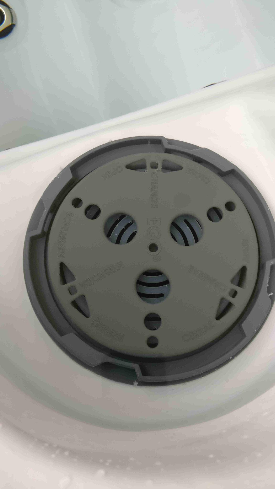 Whirlpool Filter im Schacht anthrazit