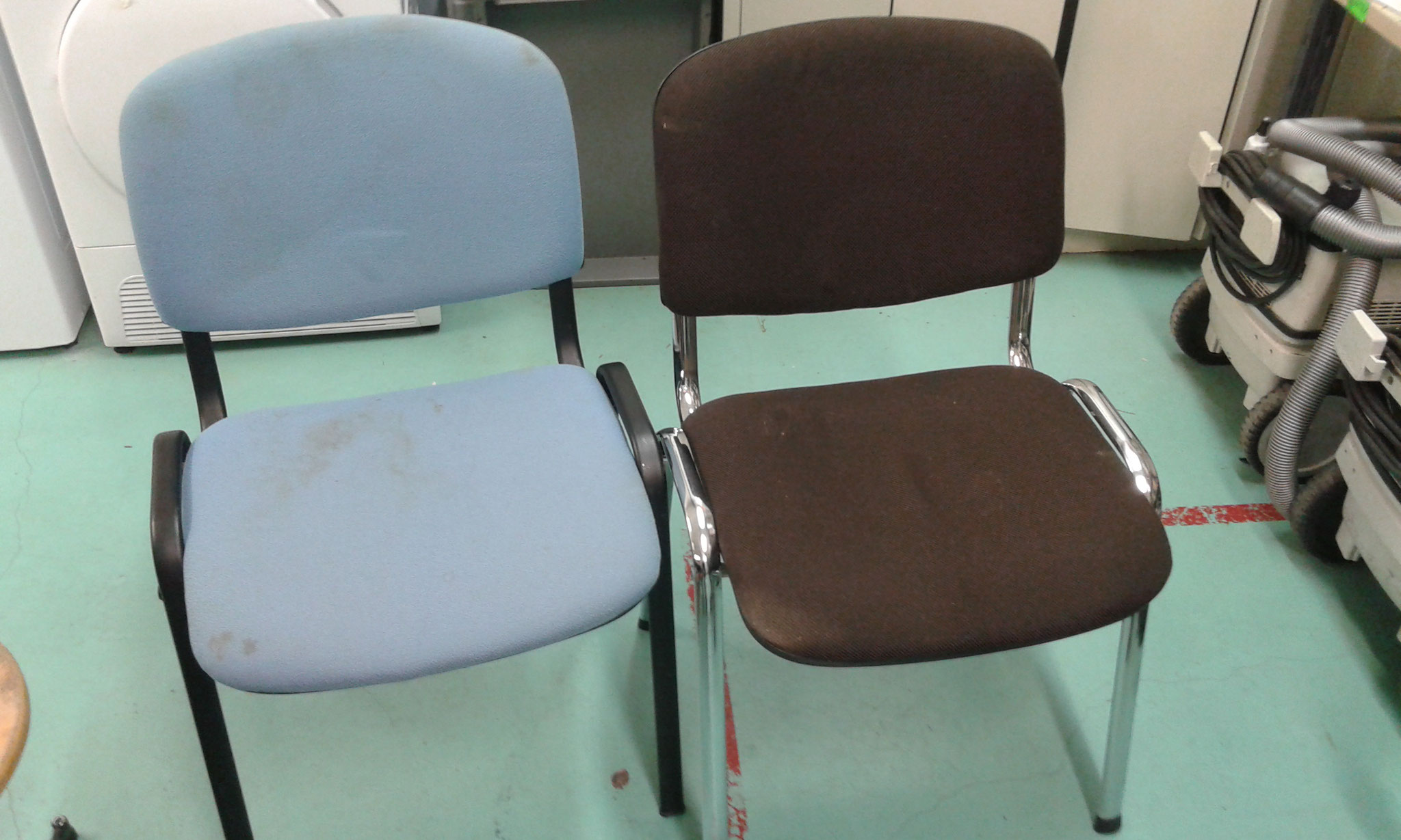 Nettoyage par injection/extraction de fauteuils. Avant