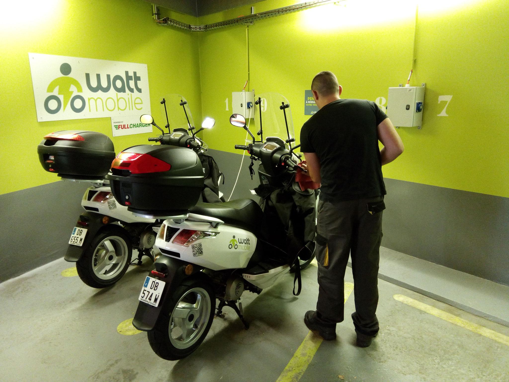 Nettoyage scooters et Twizys pour Watt Mobile