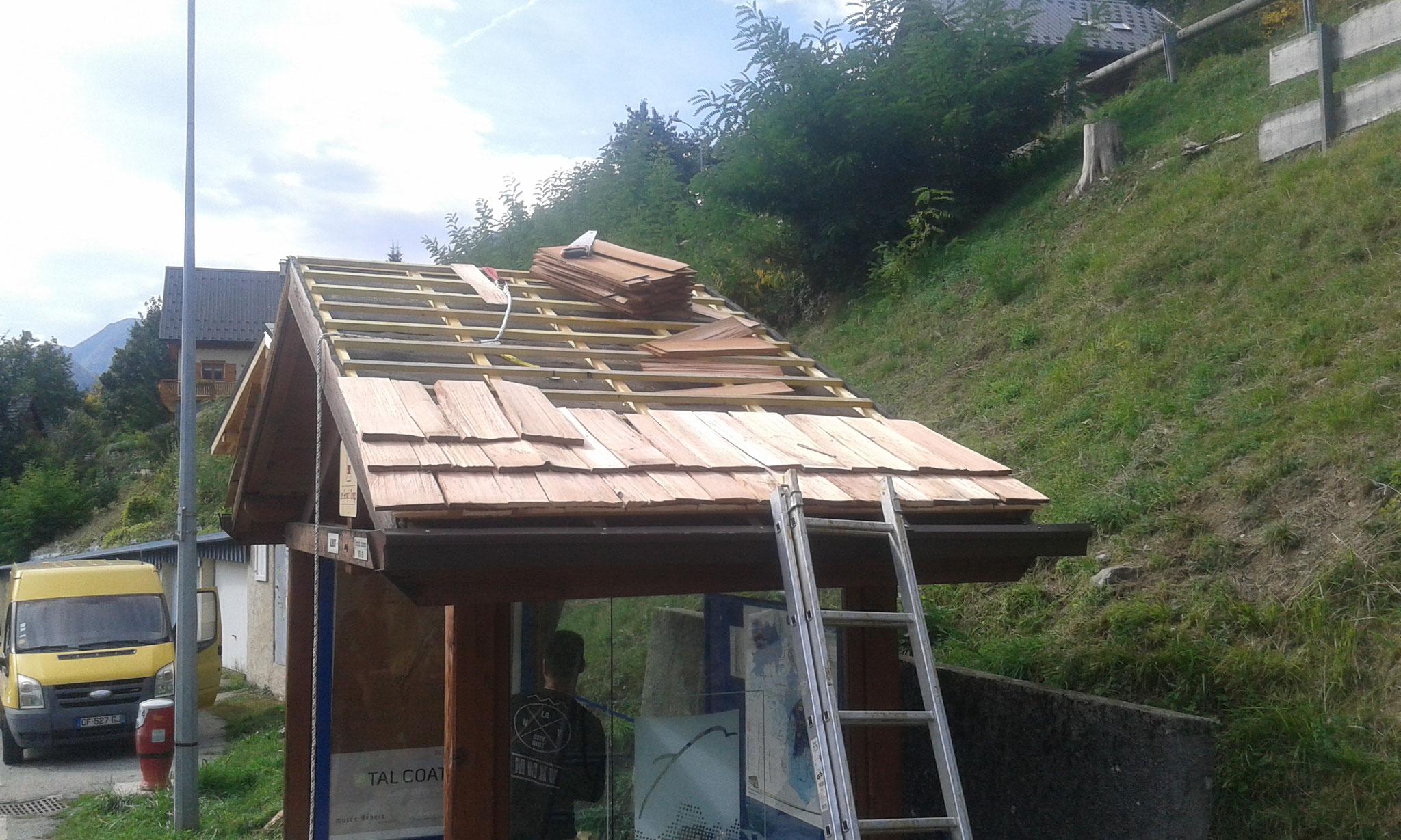 Changement de toiture d'un abris montagne en tavaillons