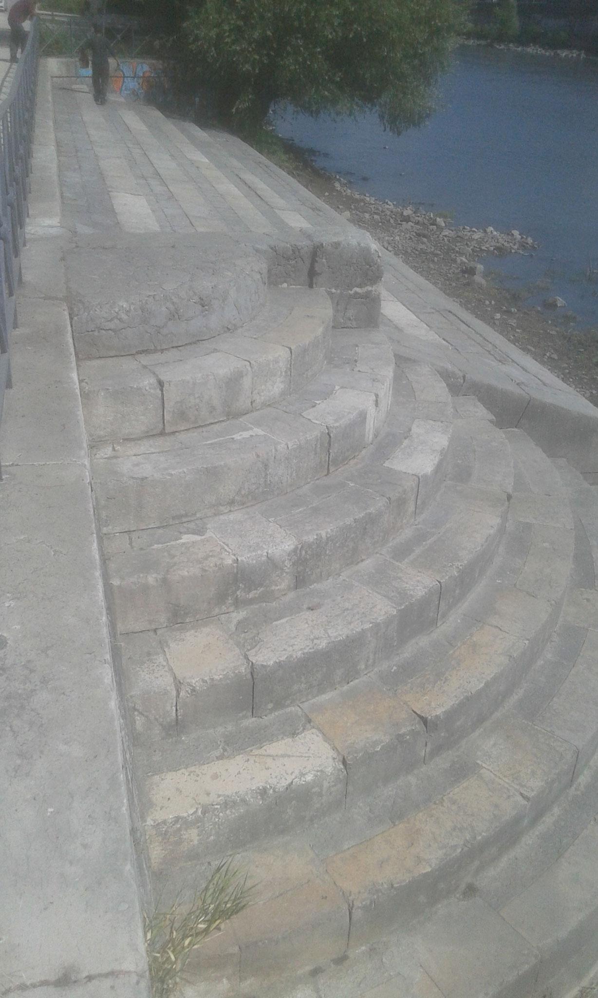 ....Après le nettoyage des escaliers sur les quais