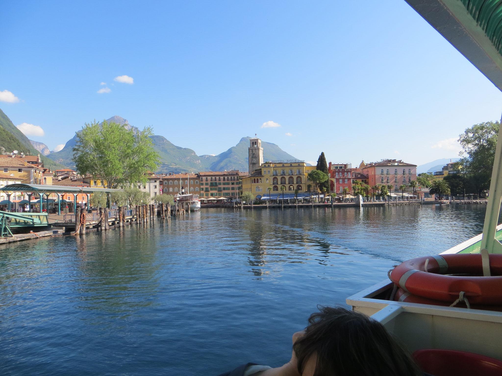 Blick auf die Uferpromenade von Riva
