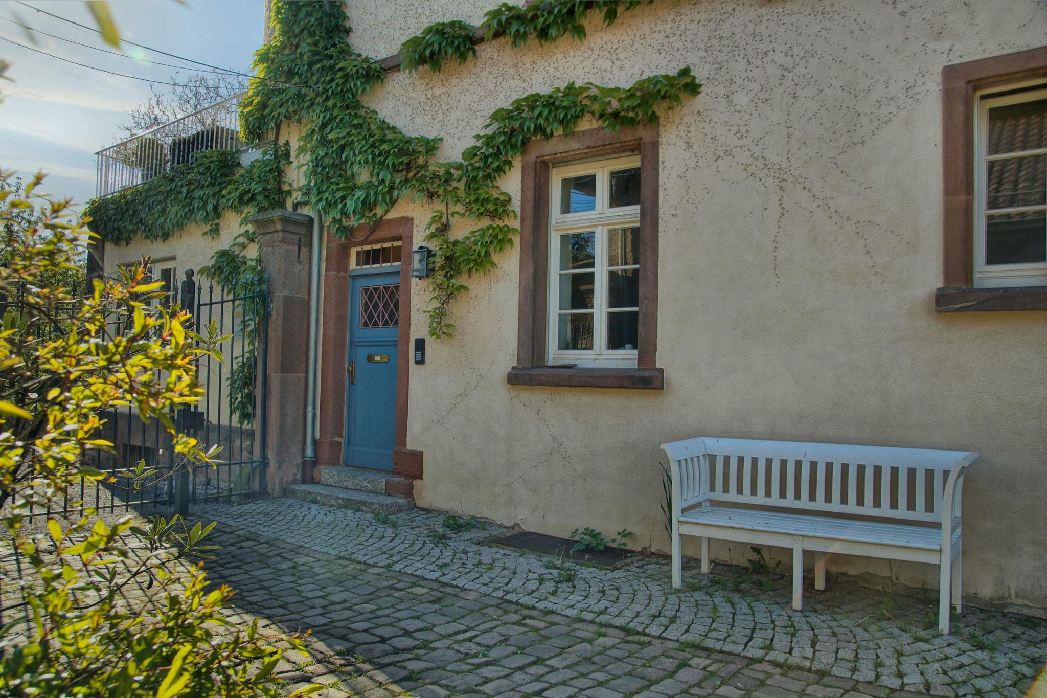 Innenhof mit Eingangstüre
