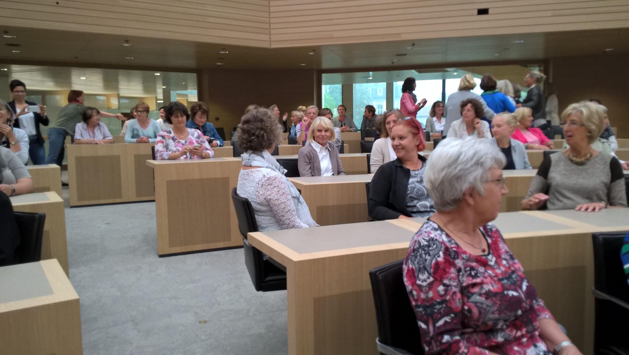 """07-17 Die ufh-Damen aus Baden-Württemberg haben die Abgeordneten-Sitze """"besetzt"""""""