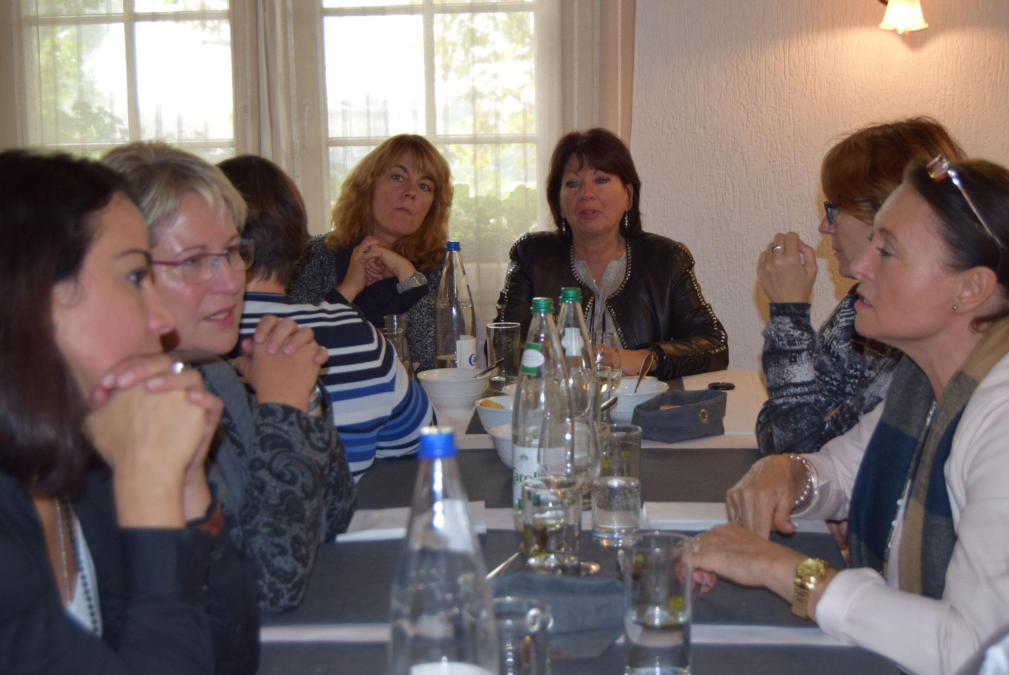 10-16 beim gemeinsamen Mittagessen