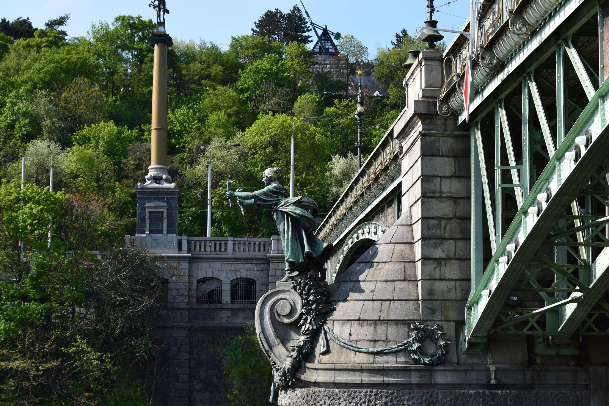 Jugendstilbrücke Chechuv most über die Moldau