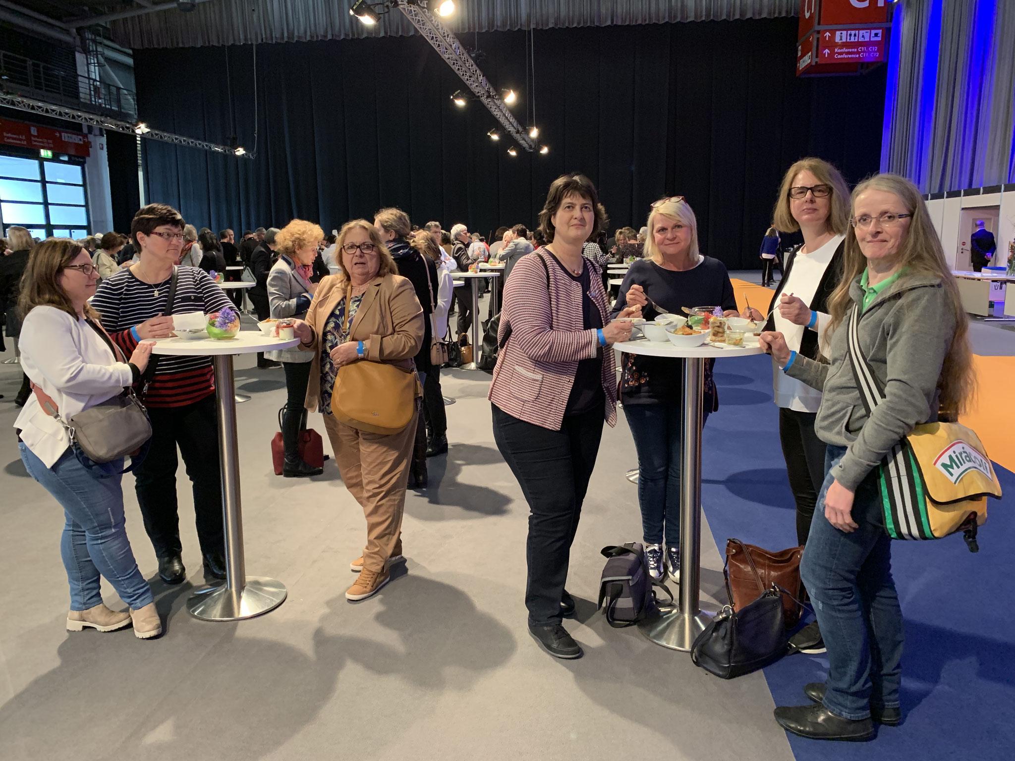 """03-2019 Mittagspause bei """"Frauen im Handwerk"""", München, UFH Fachtagung"""