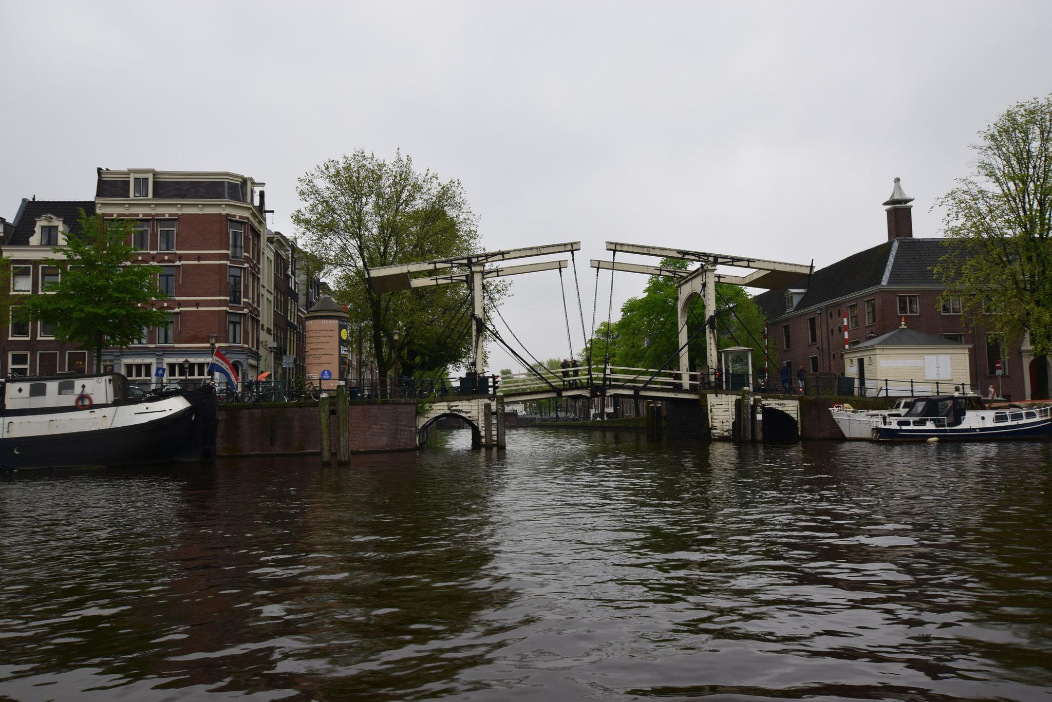 04-18 Zugbrücke über den Kanal