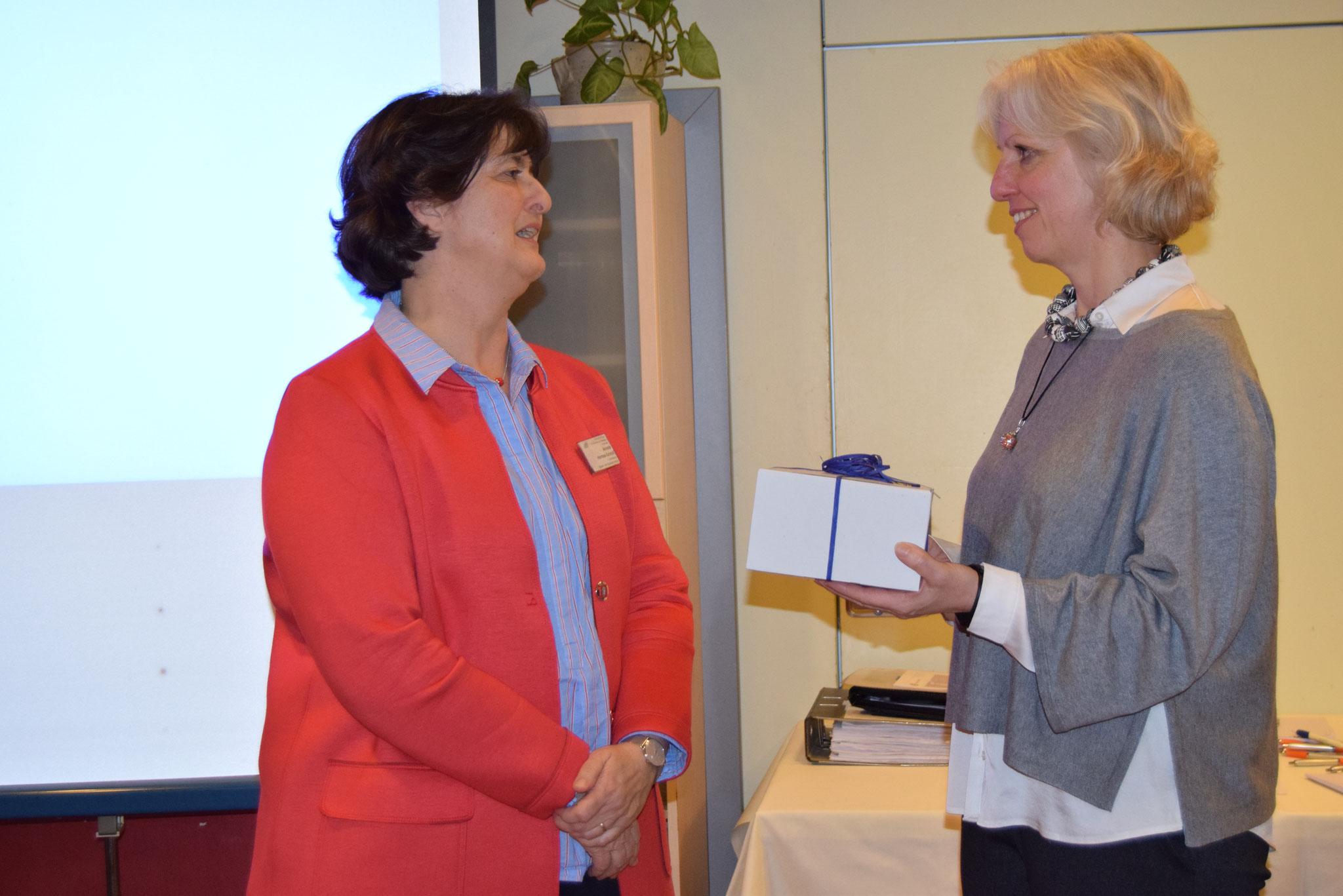 01-2019 Jahreshauptversammlung, Dank an Frau Karcher von der HWK