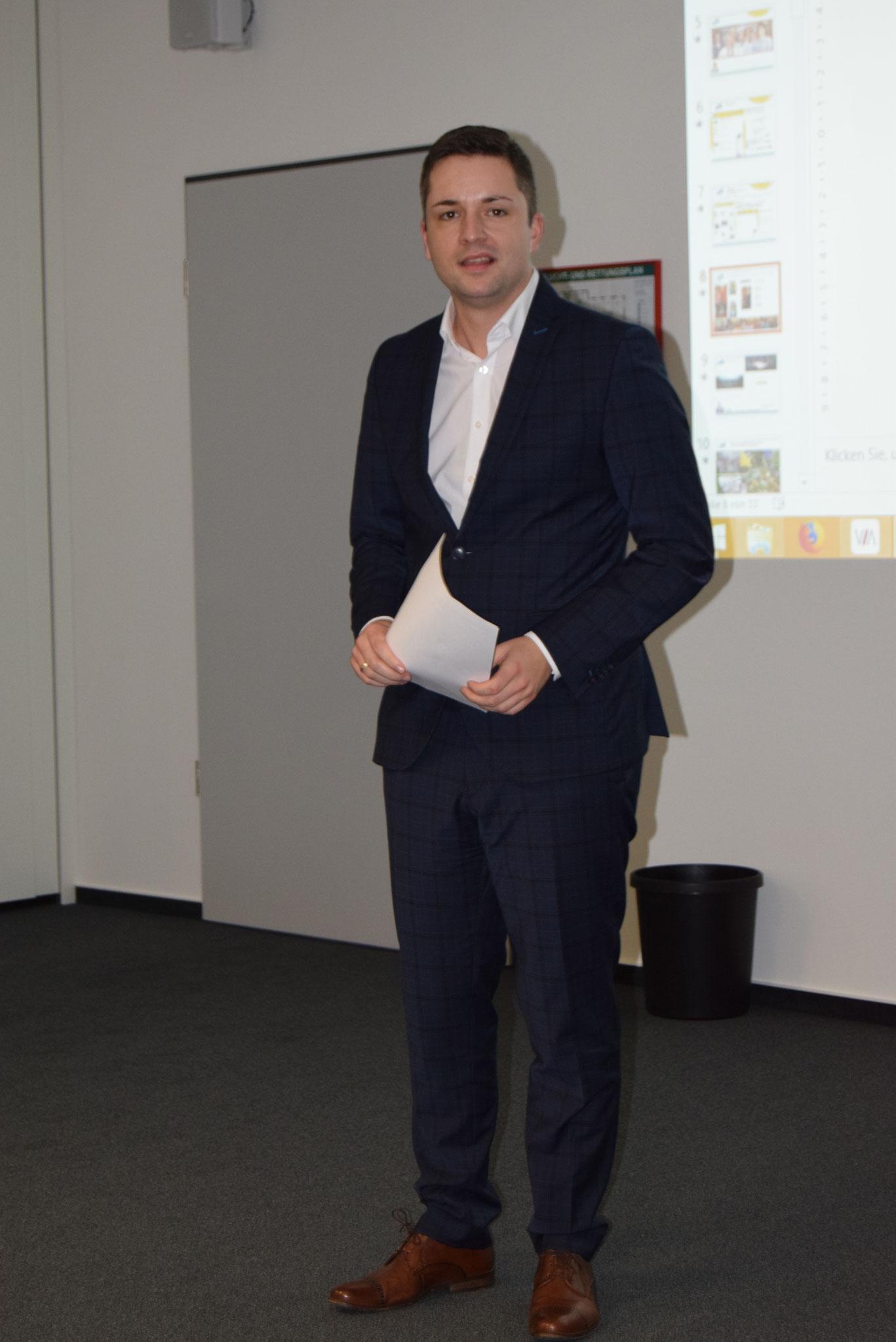 01-18 JHV - sympatischer Auftritt  von Gernsbachs Bürgermeister Julian Christ