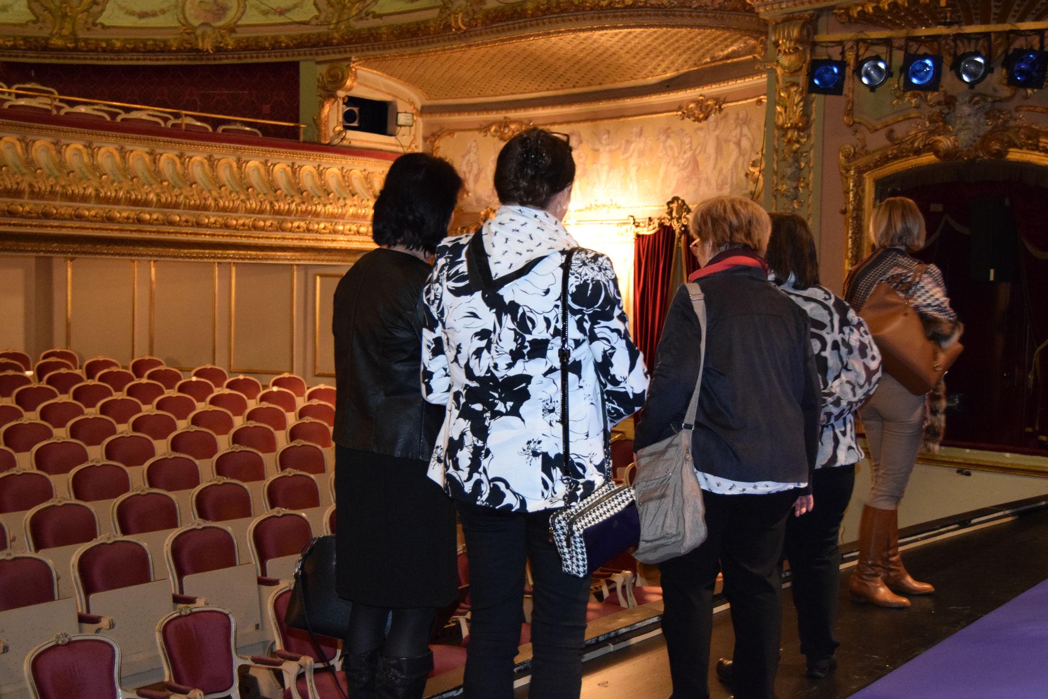 12-17 unsere Besuchergruppe auf der Bühne