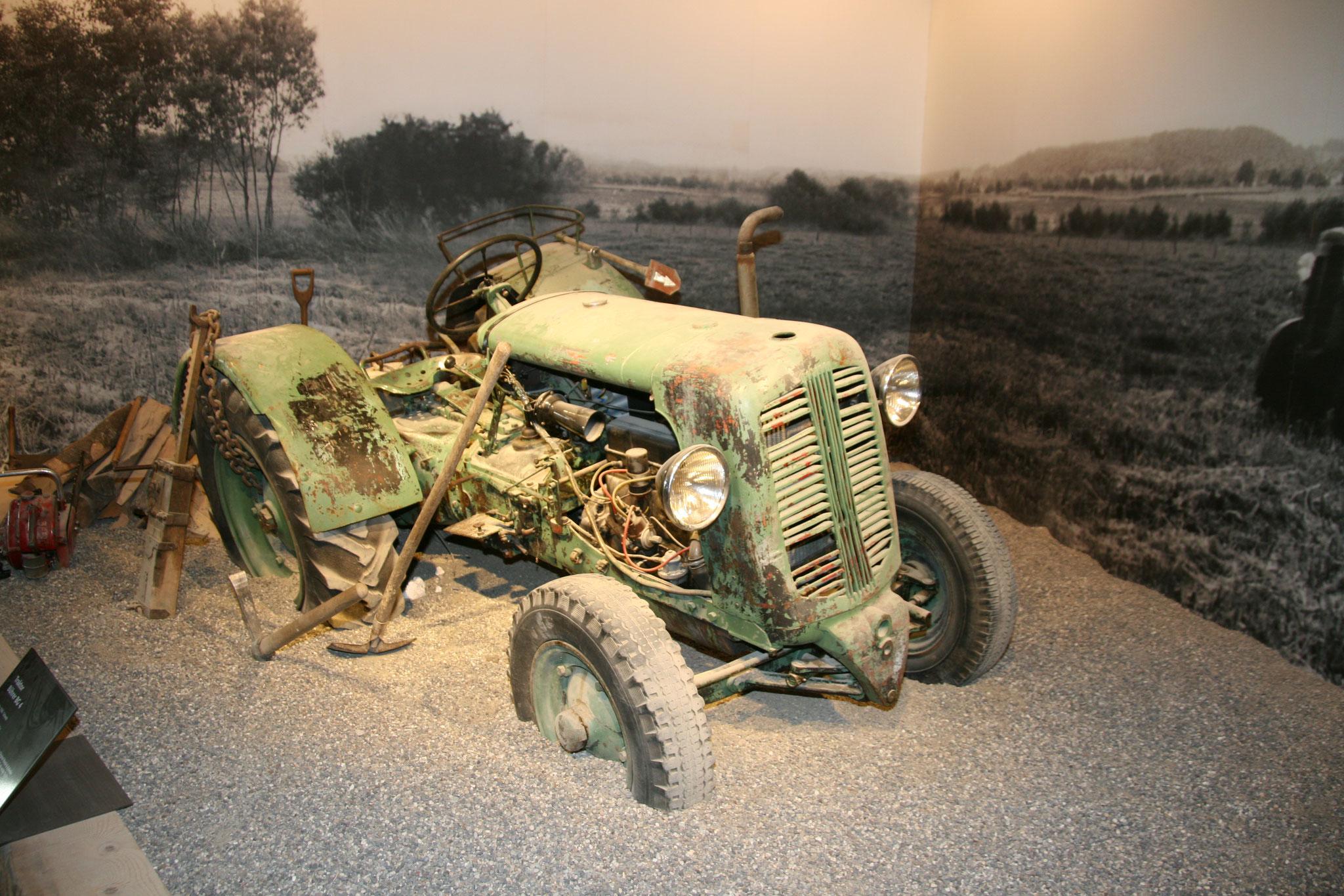 Die erste Maschine von Eberhard, ein Traktor