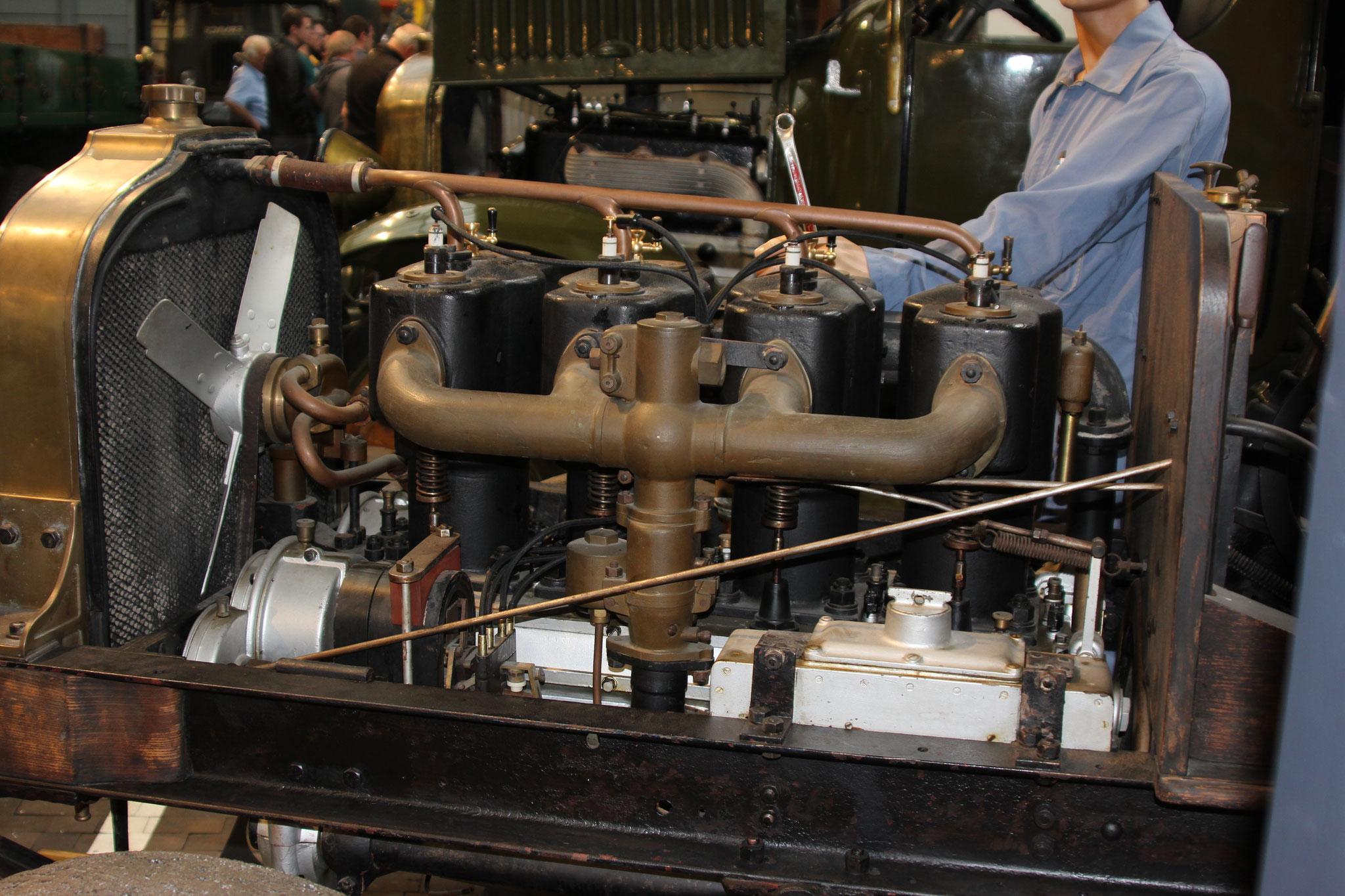 Motor 4 Zylinderköpfe einzeln