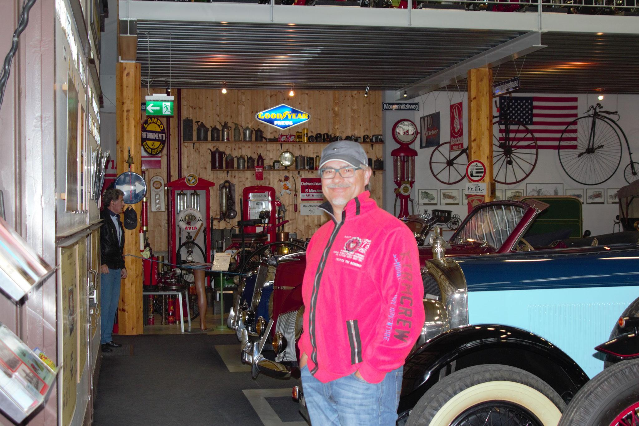 Michael im Fahrzeugmuseum Bäretswil