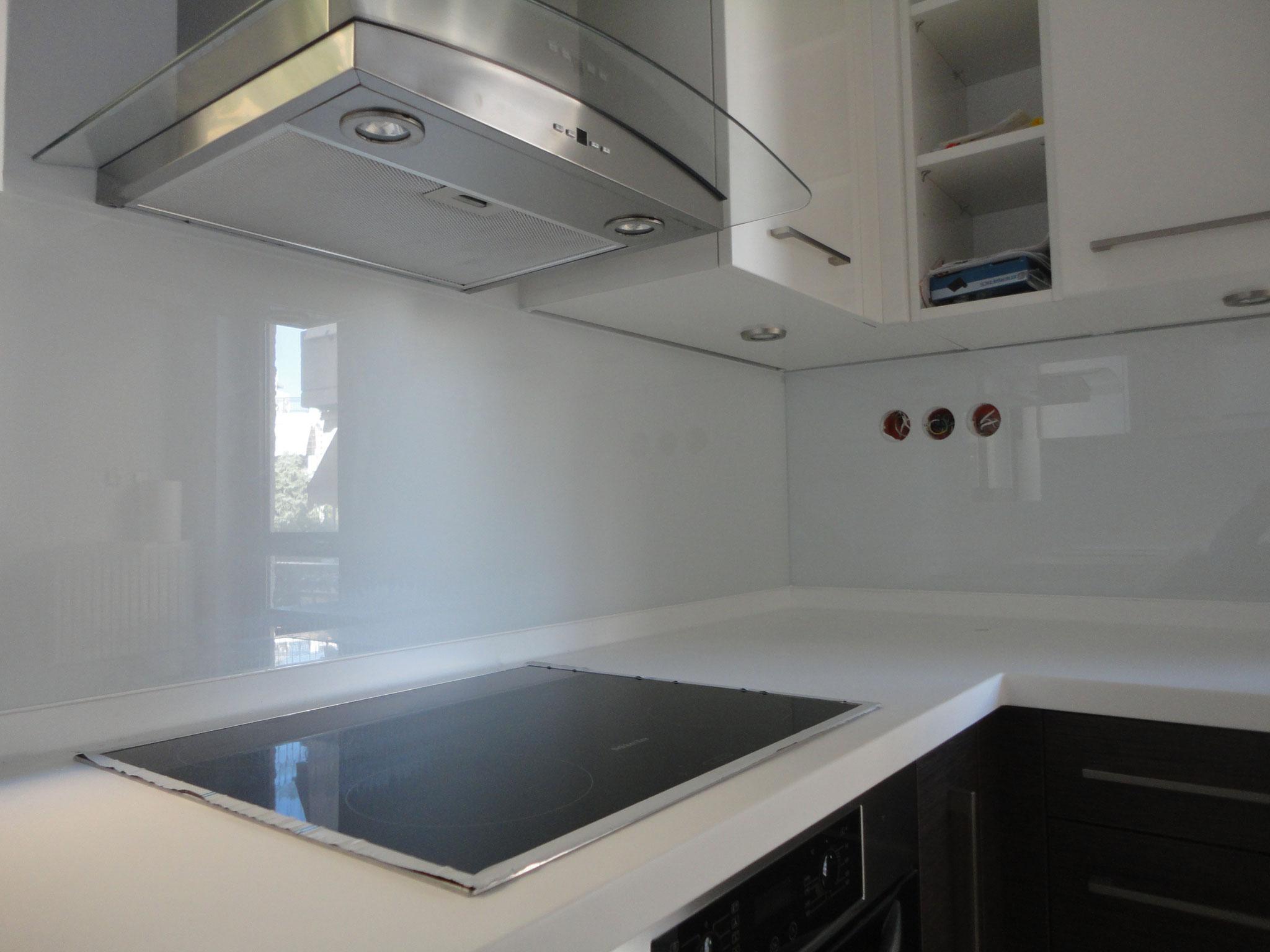 πλάτη κουζίνας με γυαλί