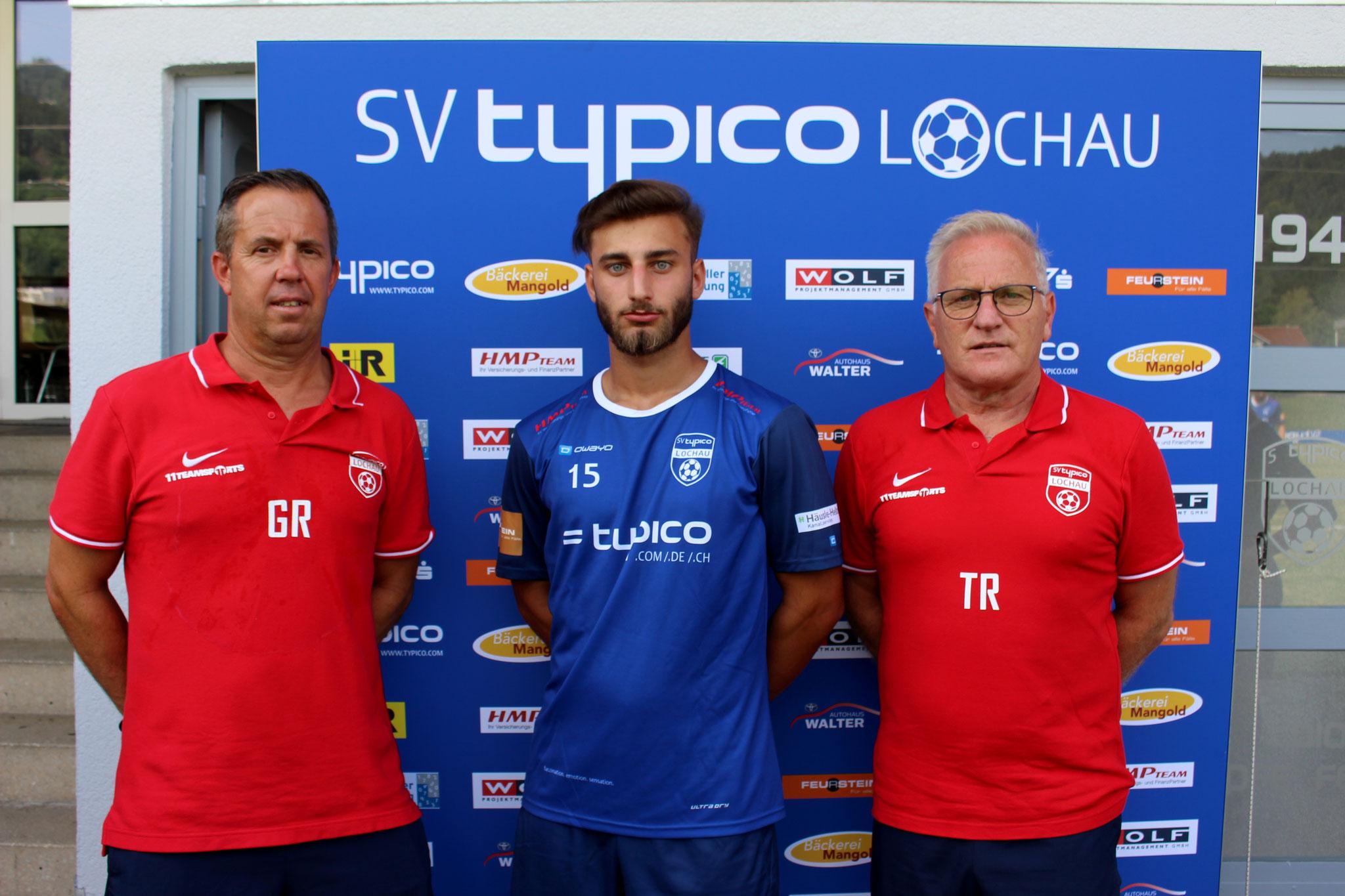 Neuzugang Mücahit Özdemir mit Co-Trainer Günther Riedesser und Trainer Peter Sallmayer