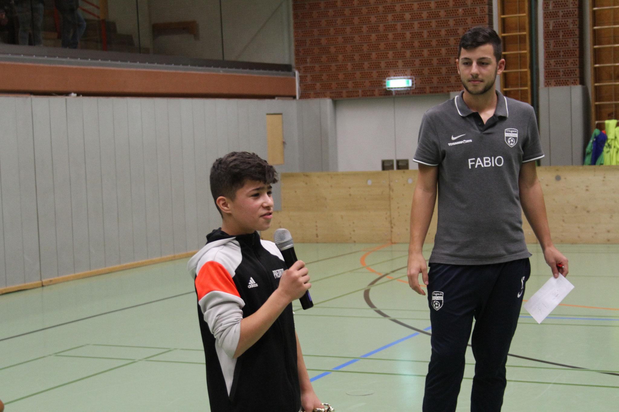 Der Turniersieger FC Wangen bedankte sich bei der Siegerehrung für die Einladung