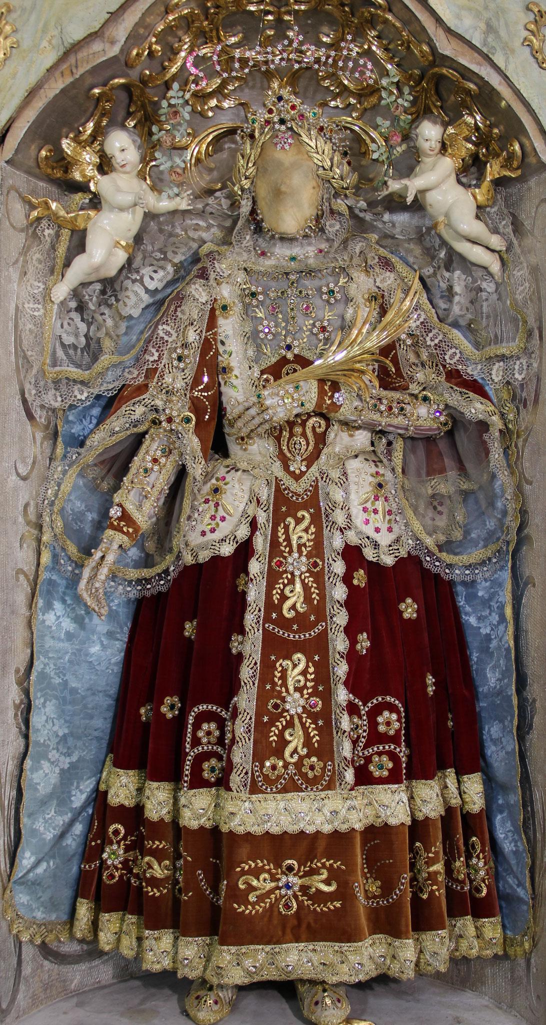 Hl. Leib der Hl. Constantia;  Bekleidung des 19. Jh.; Klosterbeuren