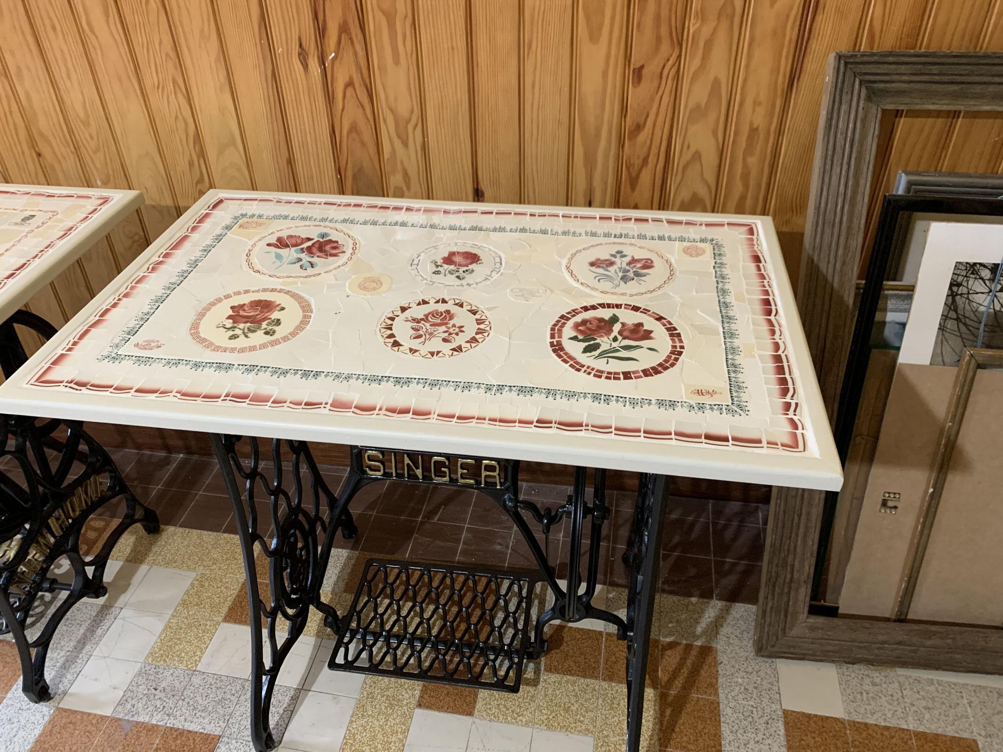 table sur ancien pied de machine à coudre