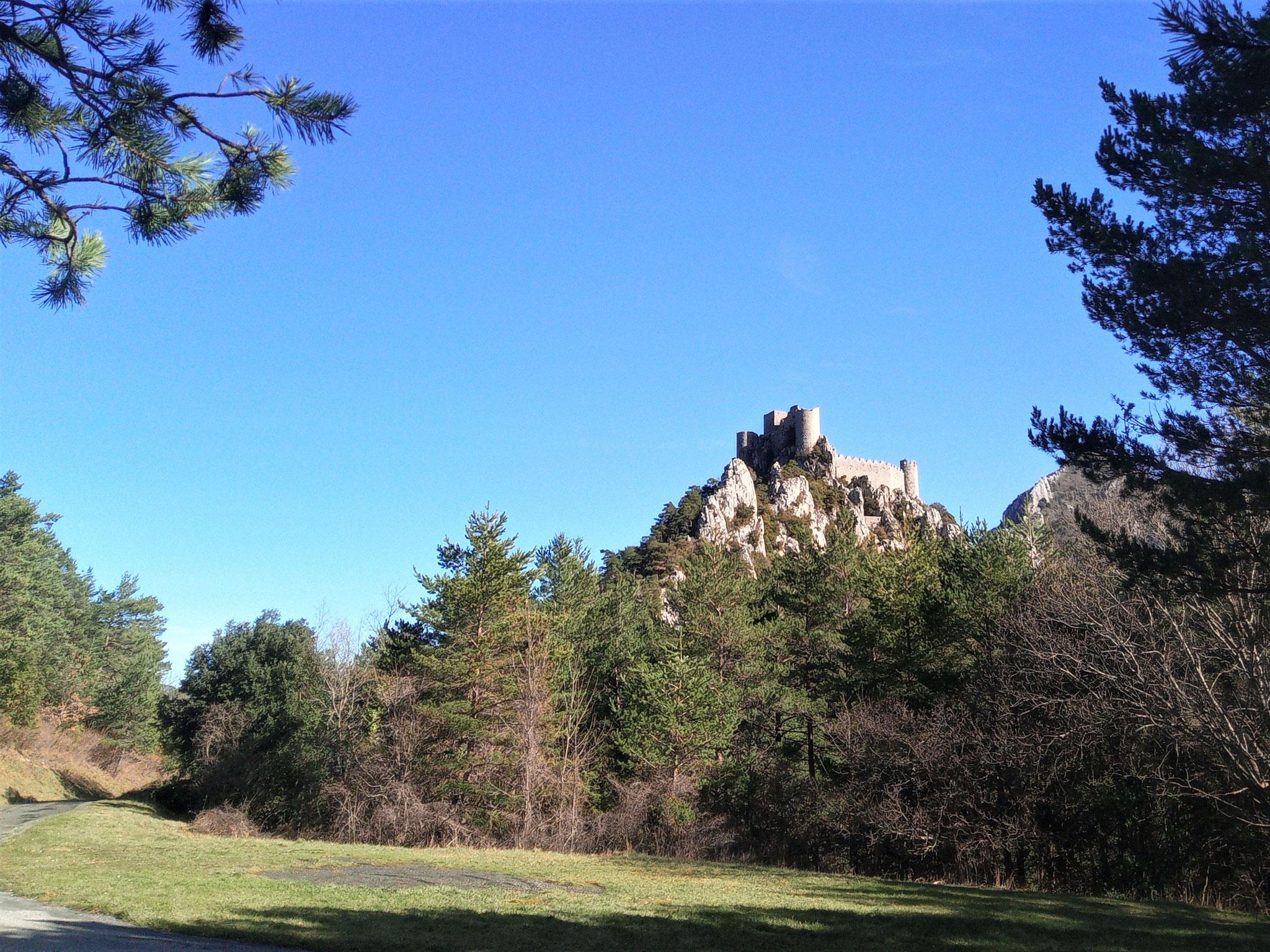 château de Puilaurens; vue au départ de ce parcours découvertes