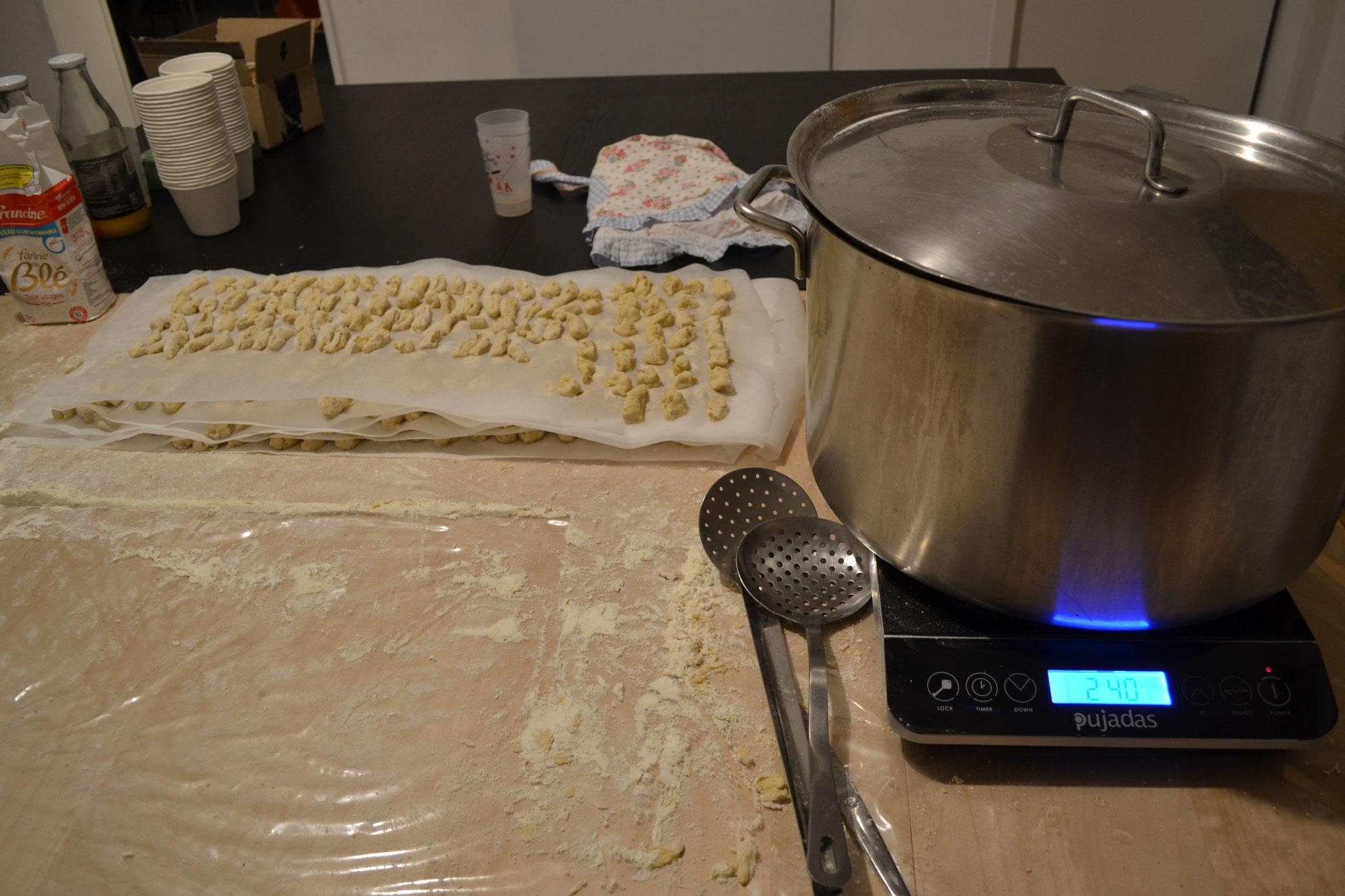 Fabrication de gnocchis (recette croate)