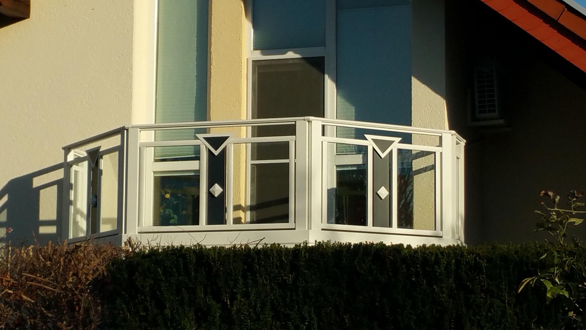 Alu Balkongeländer Cremona mit VSG-Glas Transparent.