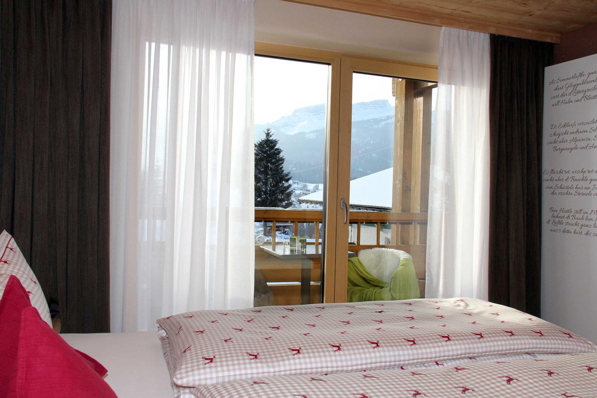 exklusive Ferienwohnung, Wiesengrund, Kleinwalsertal, Gamswurz, Schlafzimmer mit Ausblick