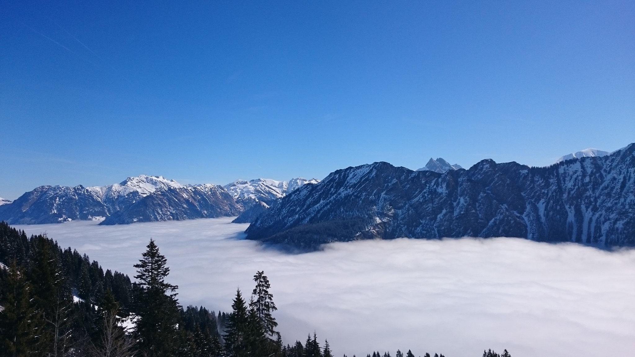 Ein Wolkenmeer zu Füßen