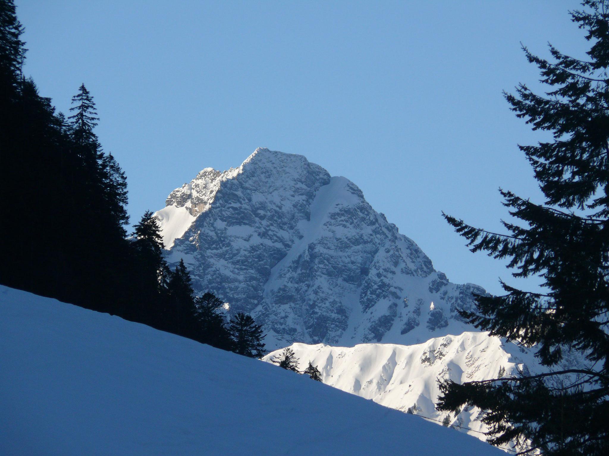 Der Gipfel des Widderstein scheint zum Greifen nahe
