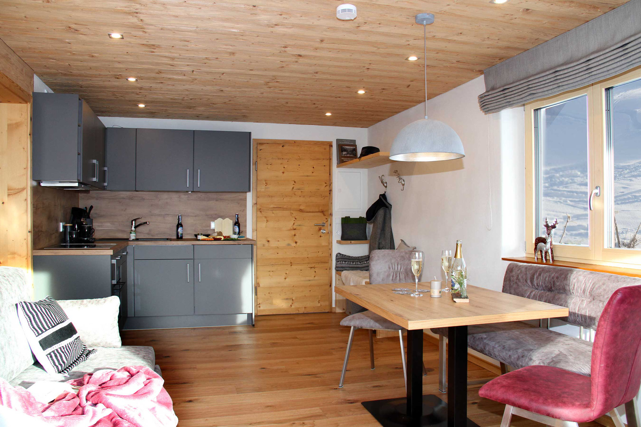 Ferienwohnung Wiesengrund, Kleinwalsertal, Bergnäägele, offene Wohnküche