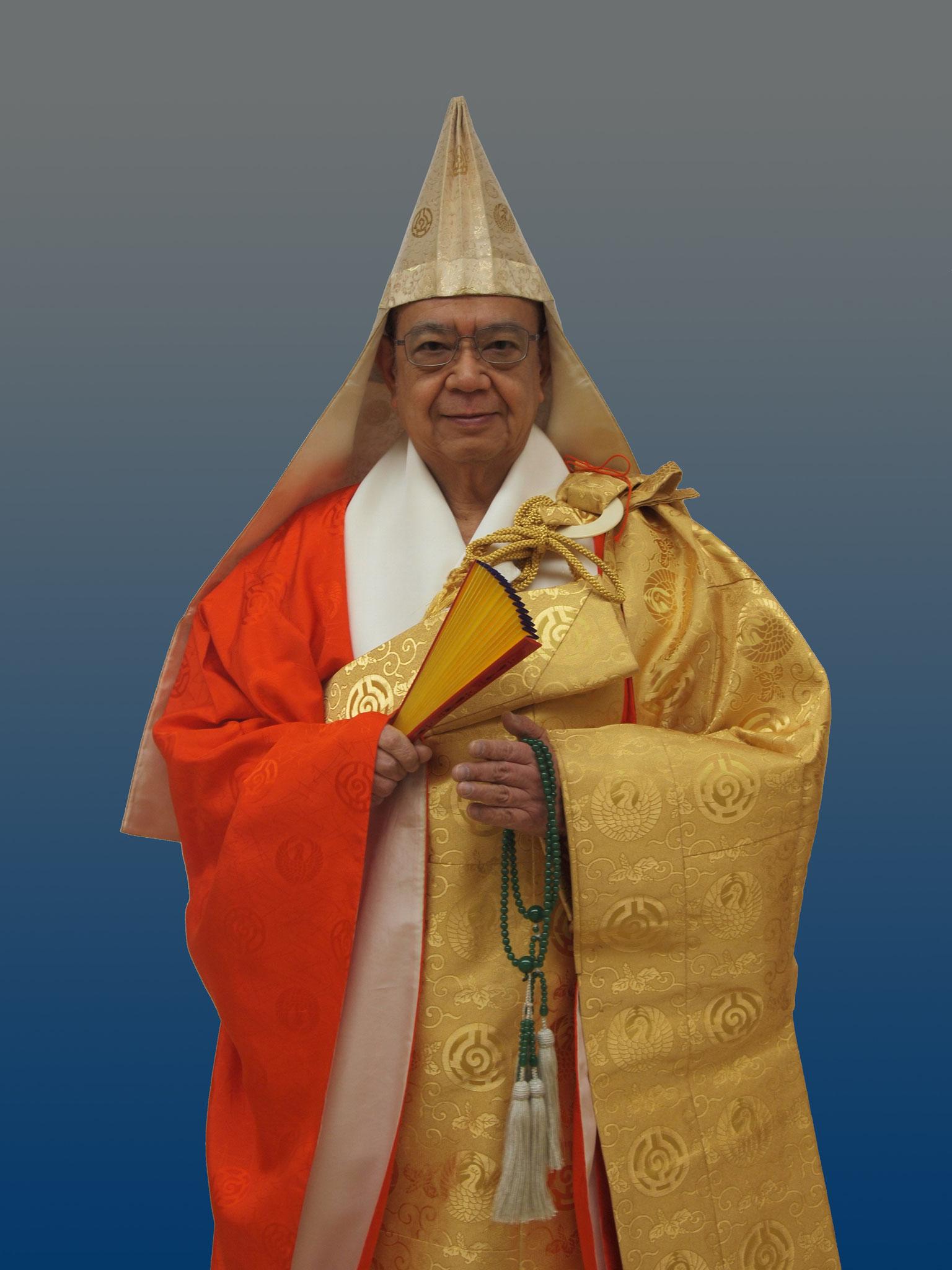 第五世 日覚上人【現住職】、昭和61年には日覚上人に住職位を継承されました。