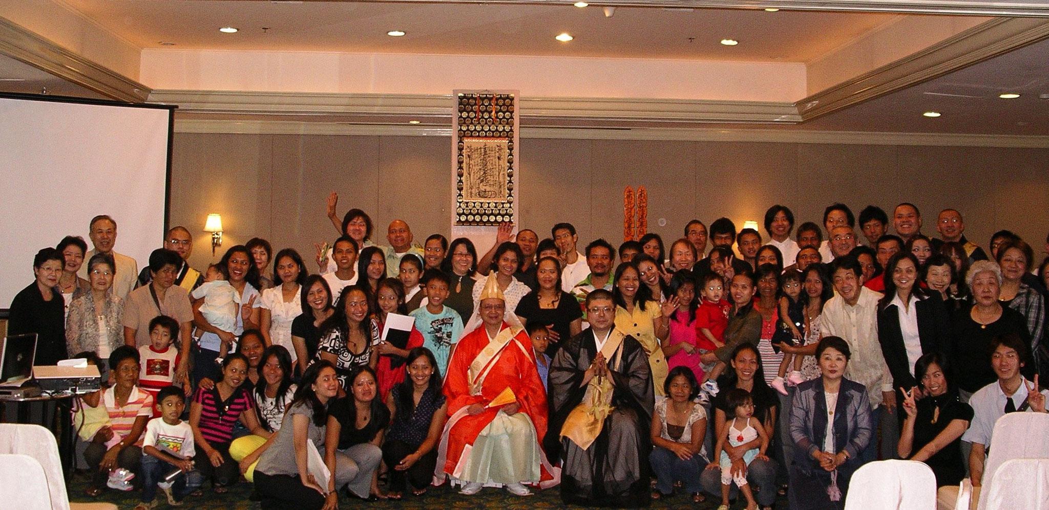 平成22年2月28日、本門佛立宗 フィリピン開講 『遠妙寺フィリピン教区初御講 併修 第一回戦没者慰霊法要』マニラ・エドサシャングリラホテルにて約100名のお参詣。