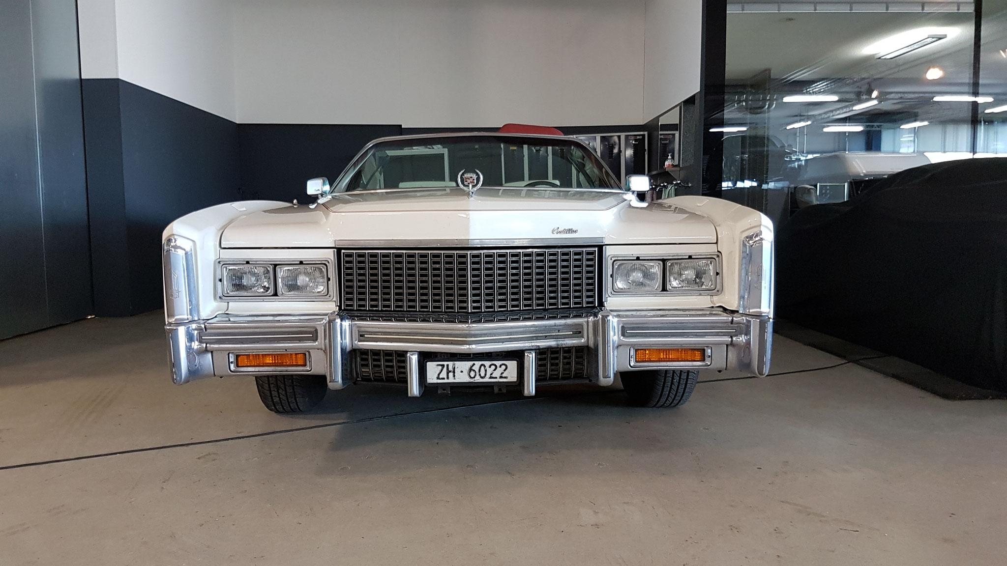 Cadillac mit imposanter Kühlerhaube
