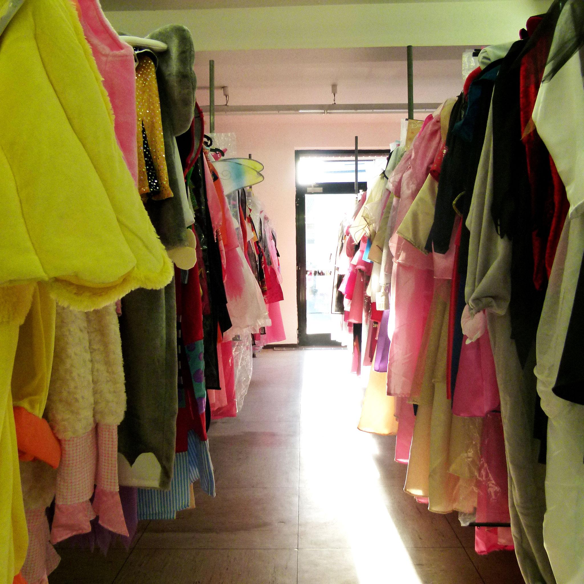 Die Verkleidungskiste Schloss Holte Stukenbrock - Kostüme für Karneval, JGA und andere zum Verkleiden in unserem Outlet
