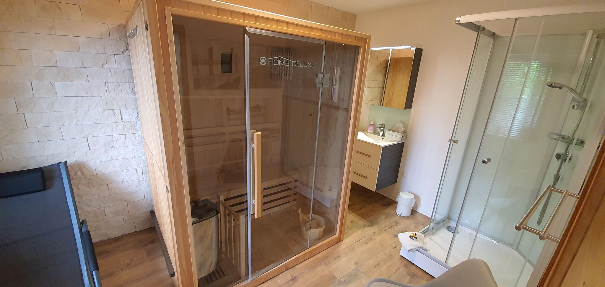 Badezimmer II mit Sauna und Dusche