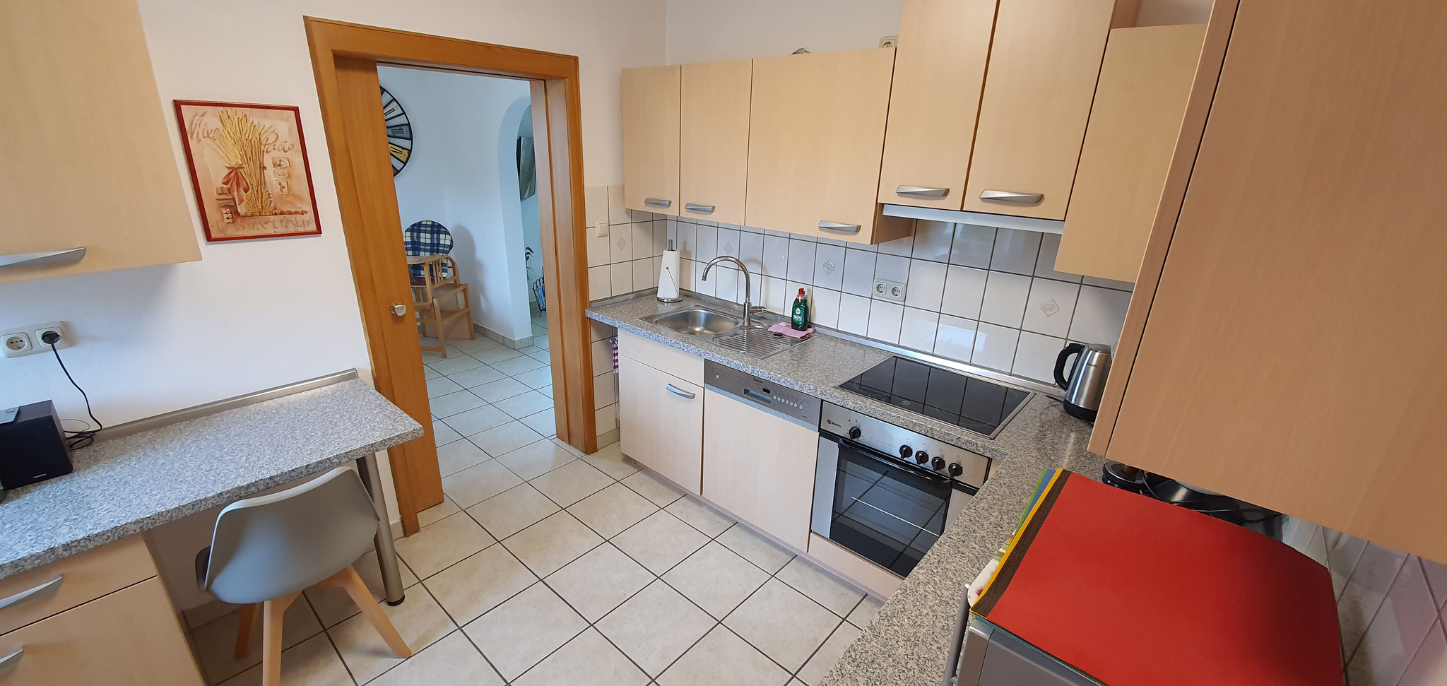 Küche mit Durchgang zum Esszimmer
