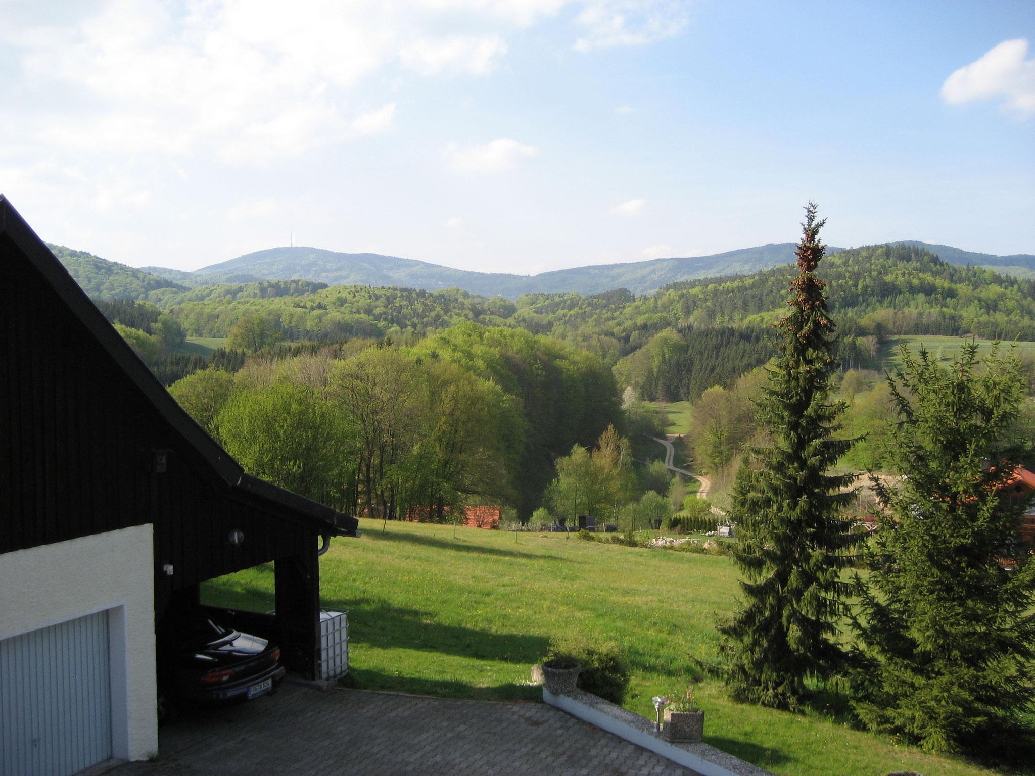 Panoramaausblick auf den Haus- und Skiberg Brotjacklriegl